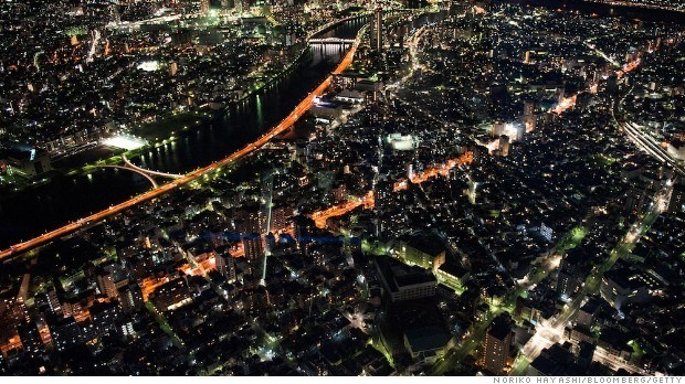 A night view of Tokyo from Tokyo Sky Tree Deck, 350m from the ground. Wednesday, February . 13.  Photographer:Norko Hayashi/Bloomberg.