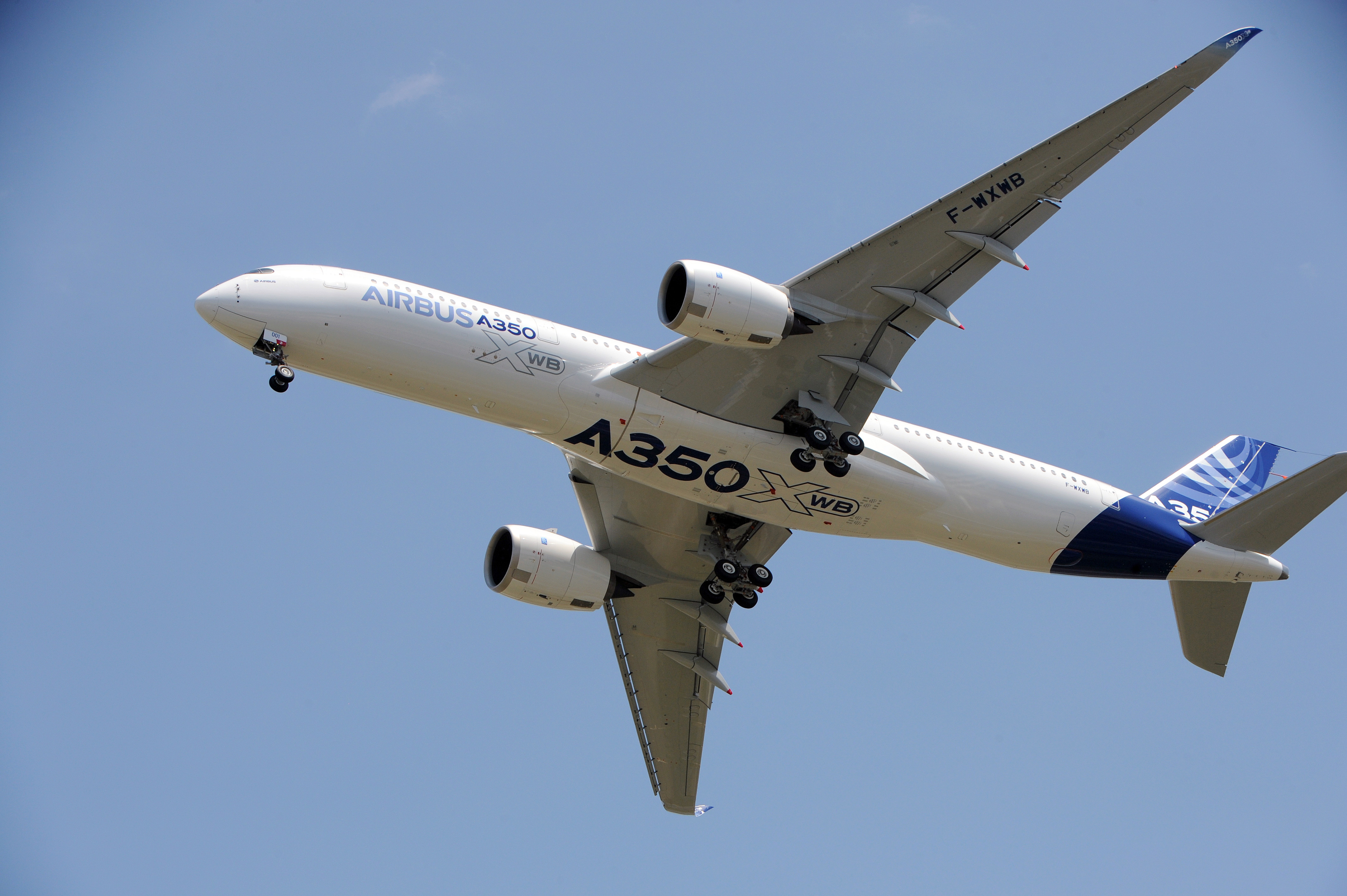 FRANCE-AVIATION-COMPANY-AIRBUS-BOEING-TAKEOFF
