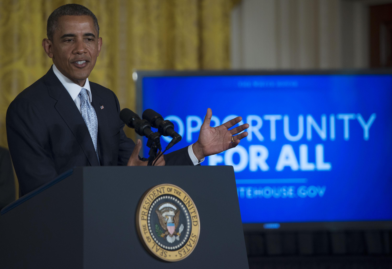 Obama Signs Presidential Memorandum On Reducing Student Loan Debt