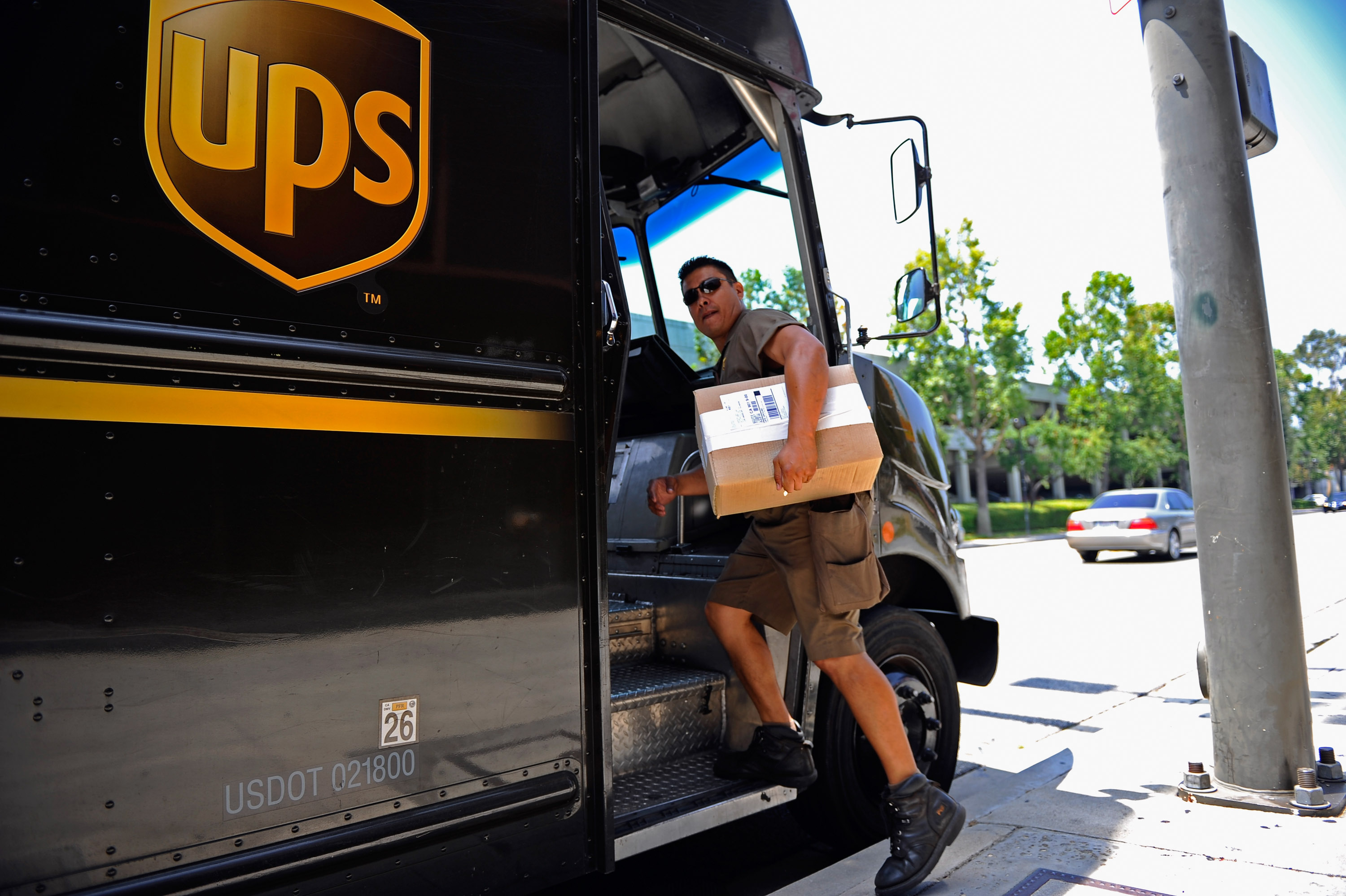 UPS's Income Rises 90 Percent