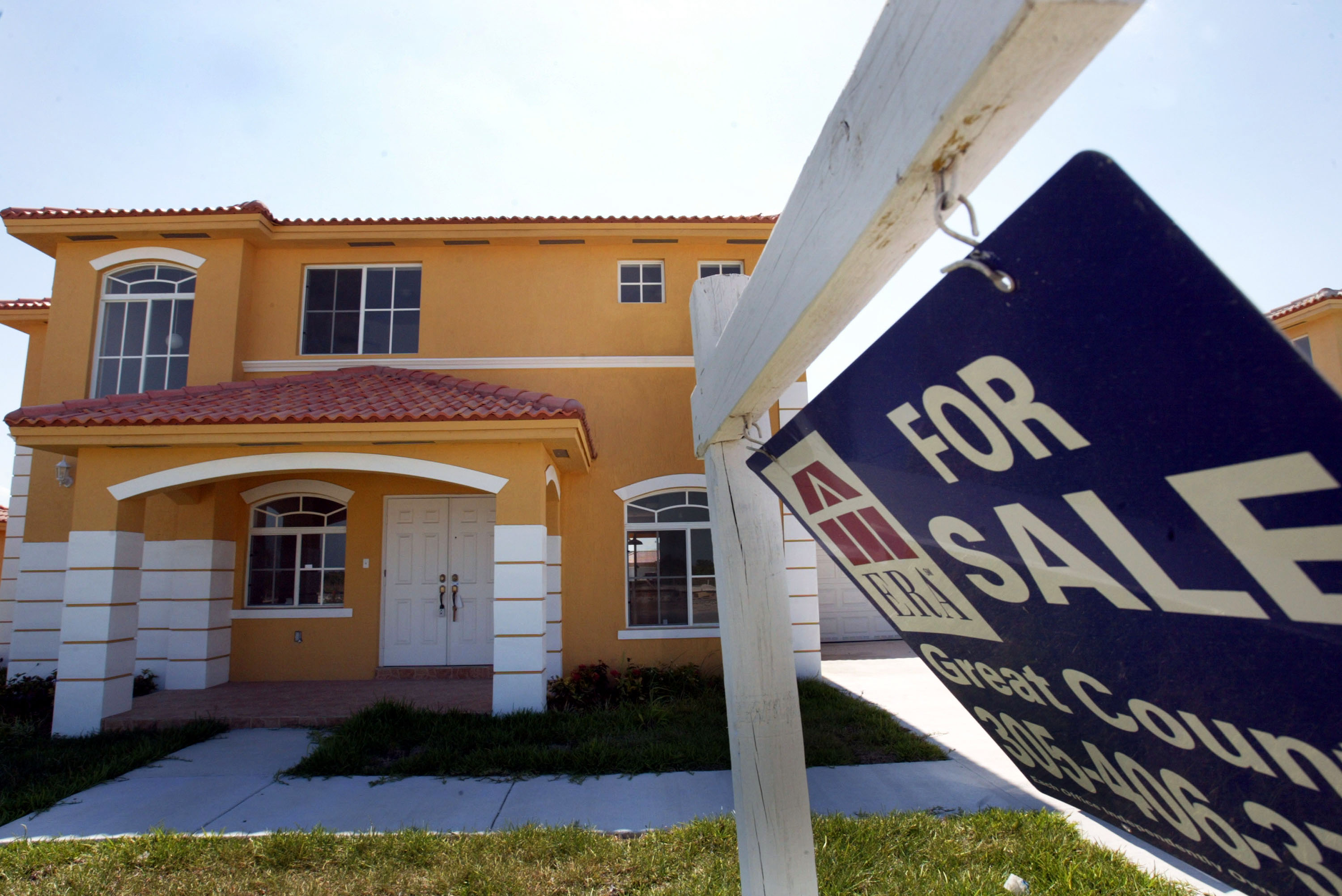 New Home Sales Plunge 11.8%