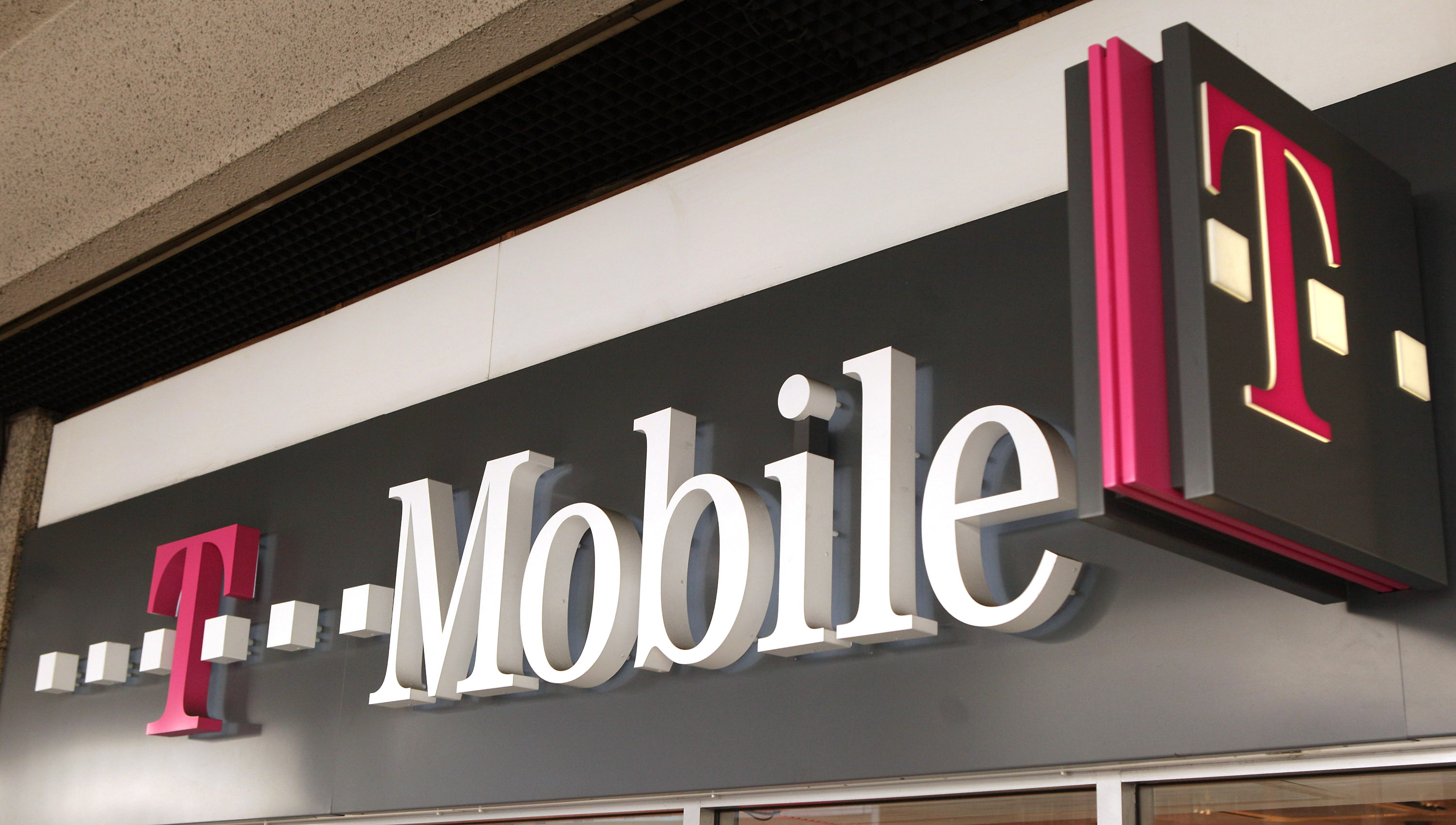 Mobile Phone Companies Agree To UK Business Merger