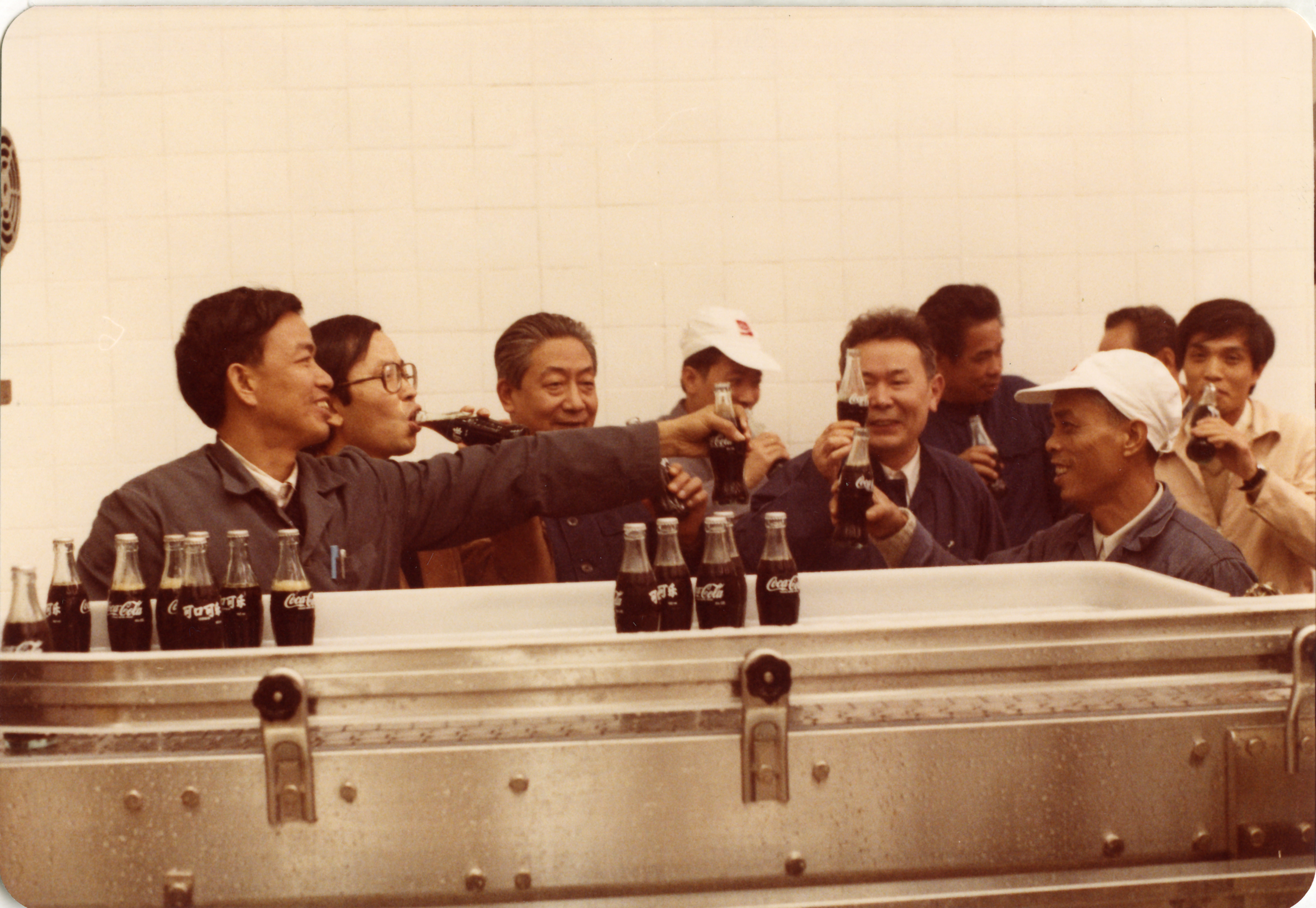 The management team enjoying the first batch of Coca-Cola produced at the Guangdong plant in 1983.