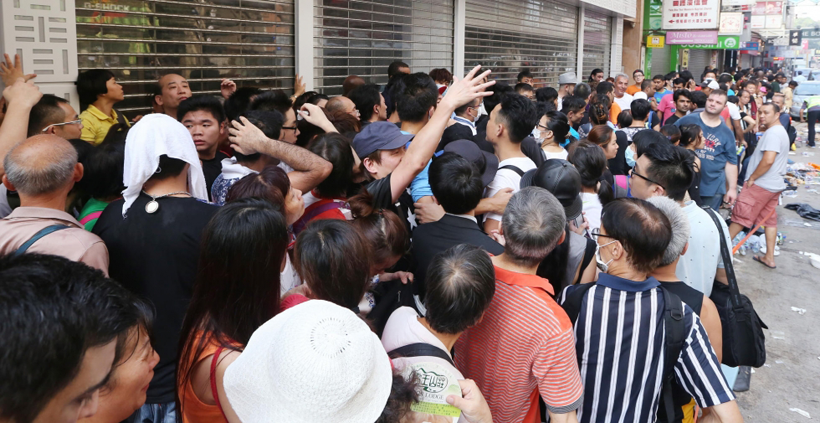 iPhone buyers in Hong Kong last week. Photo: Sam Tsang