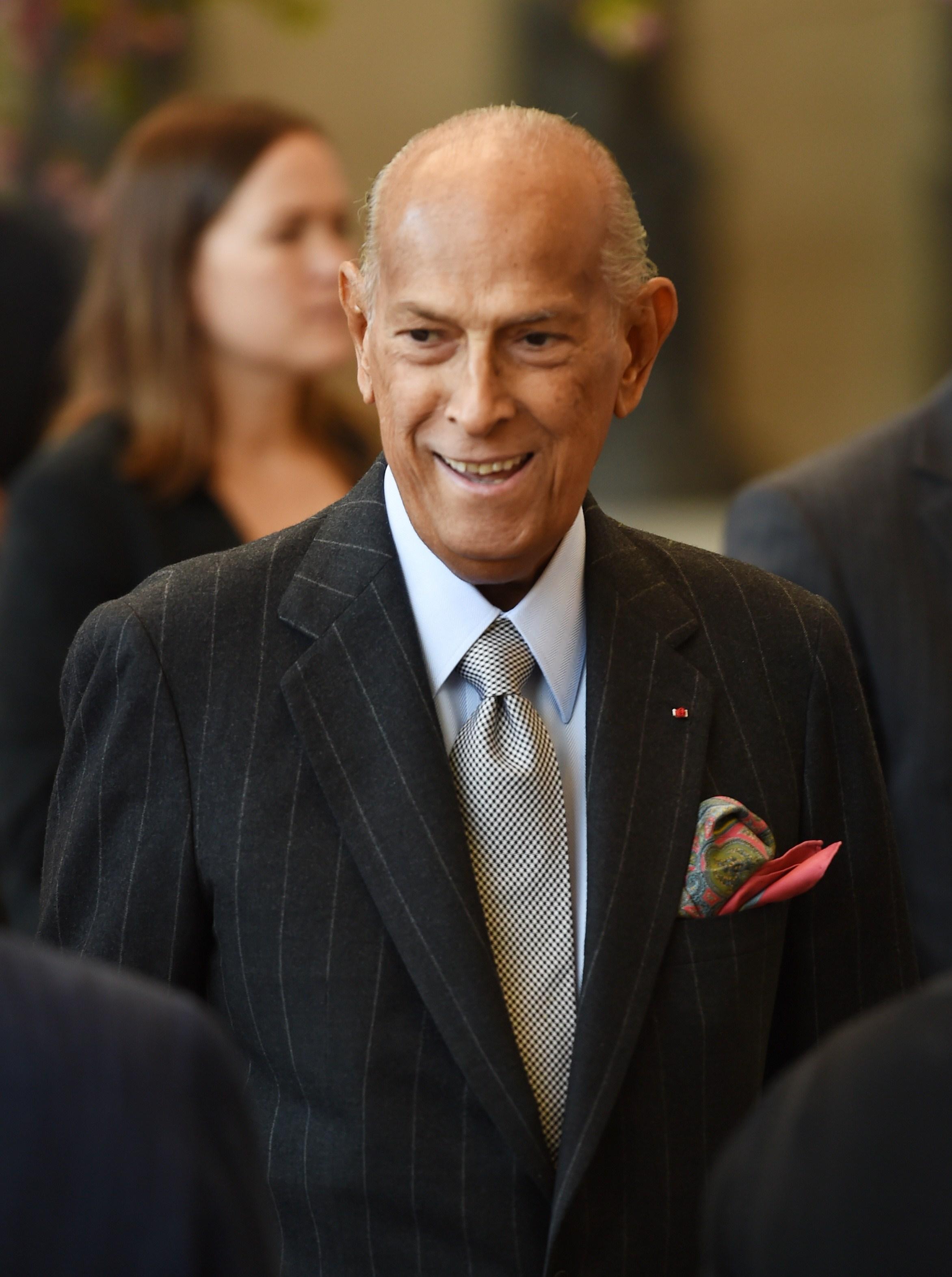 World Renowned Fashion Designer Oscar De La Renta Dies Aged 82 Fortune