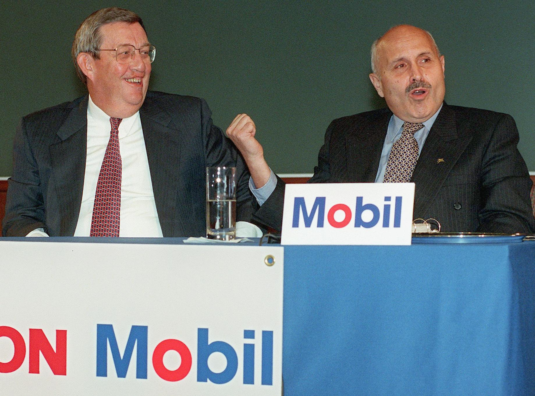 Lucio Noto (R), chairman of the board and chief ex