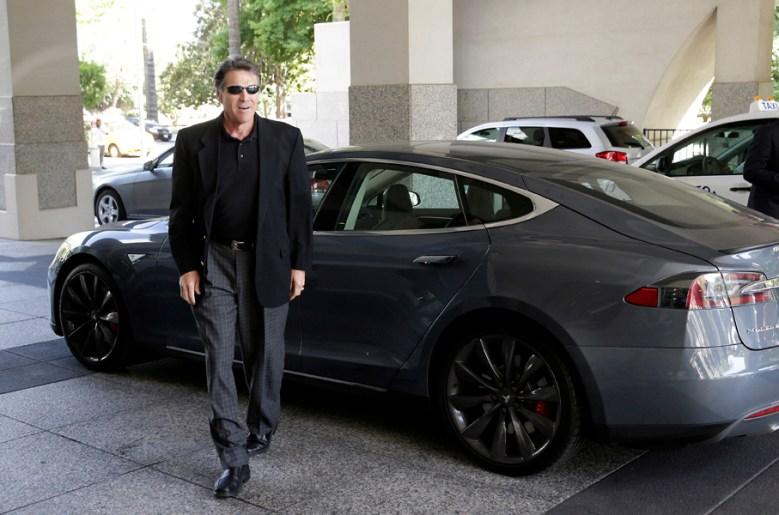 """Texas Governor Rick Perry, Tesla's """"gigafactory"""""""