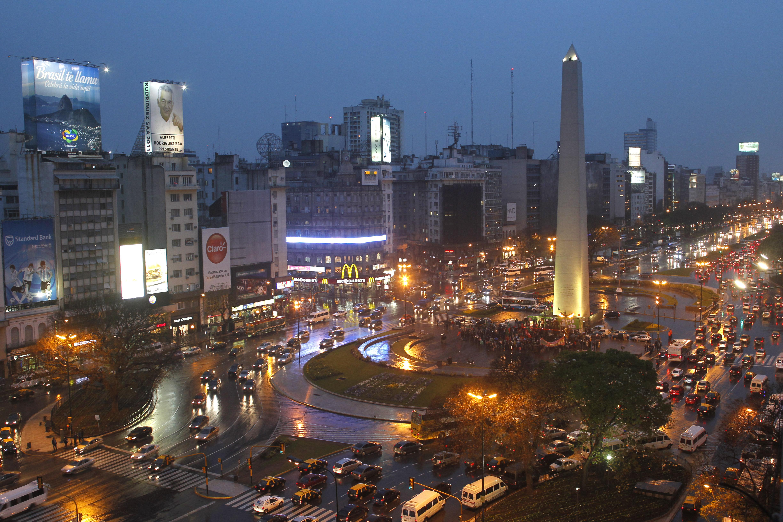 Overview of Buenos Aires' 9 de Julio Avenue