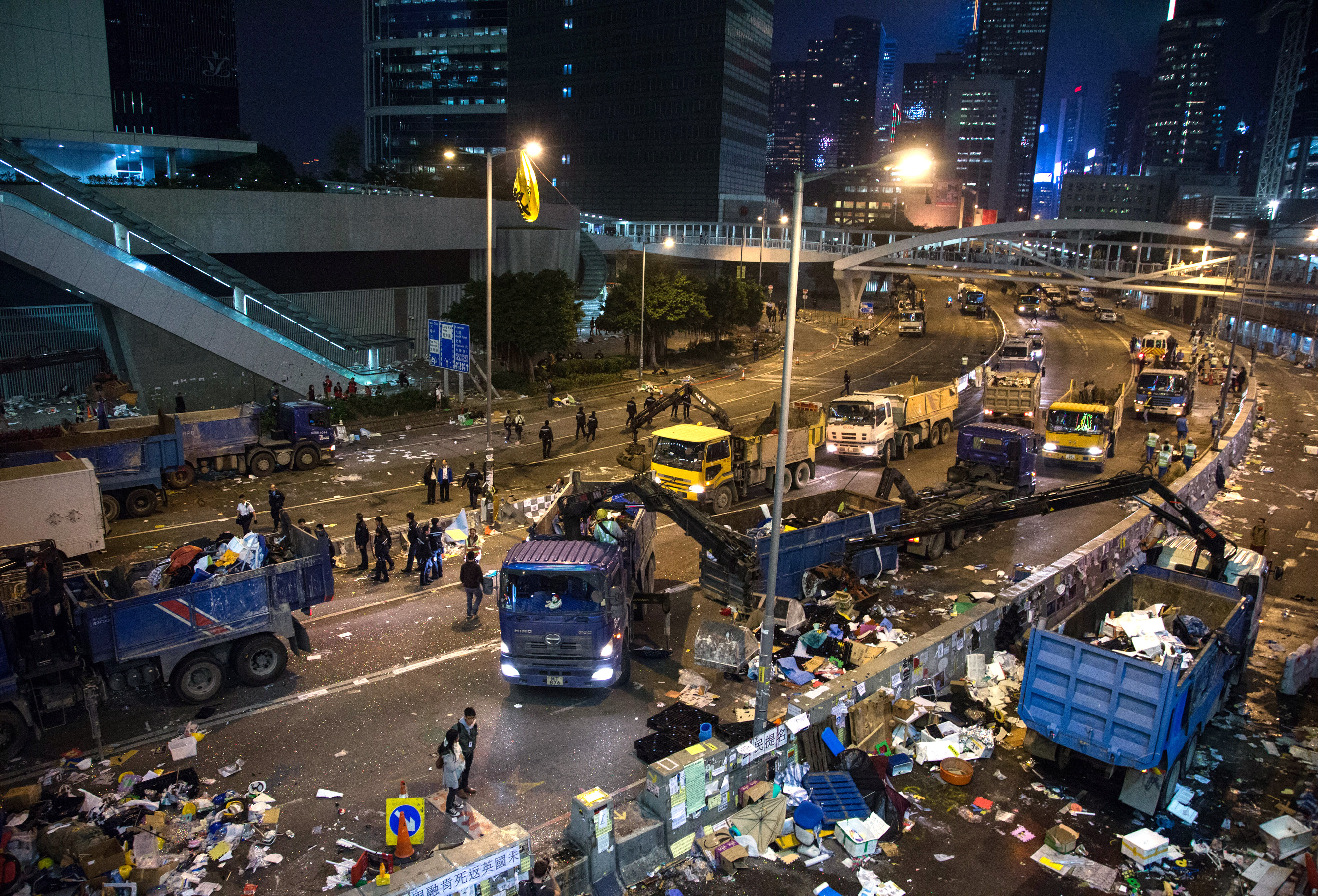Hong Kong Police Begin Clearances of Admiralty Protest Site