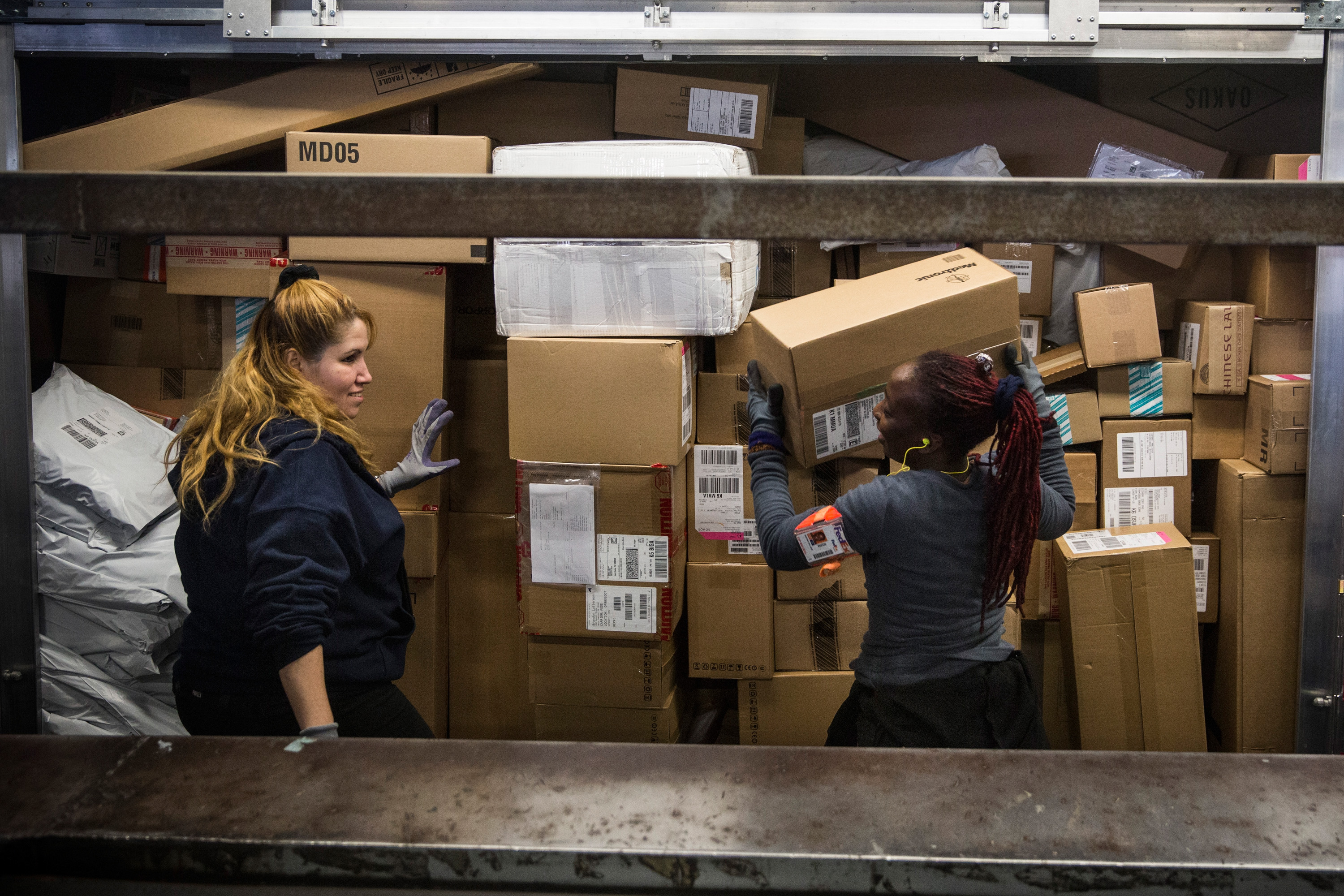 FedEx Handles Large Influx Of Holiday Packages