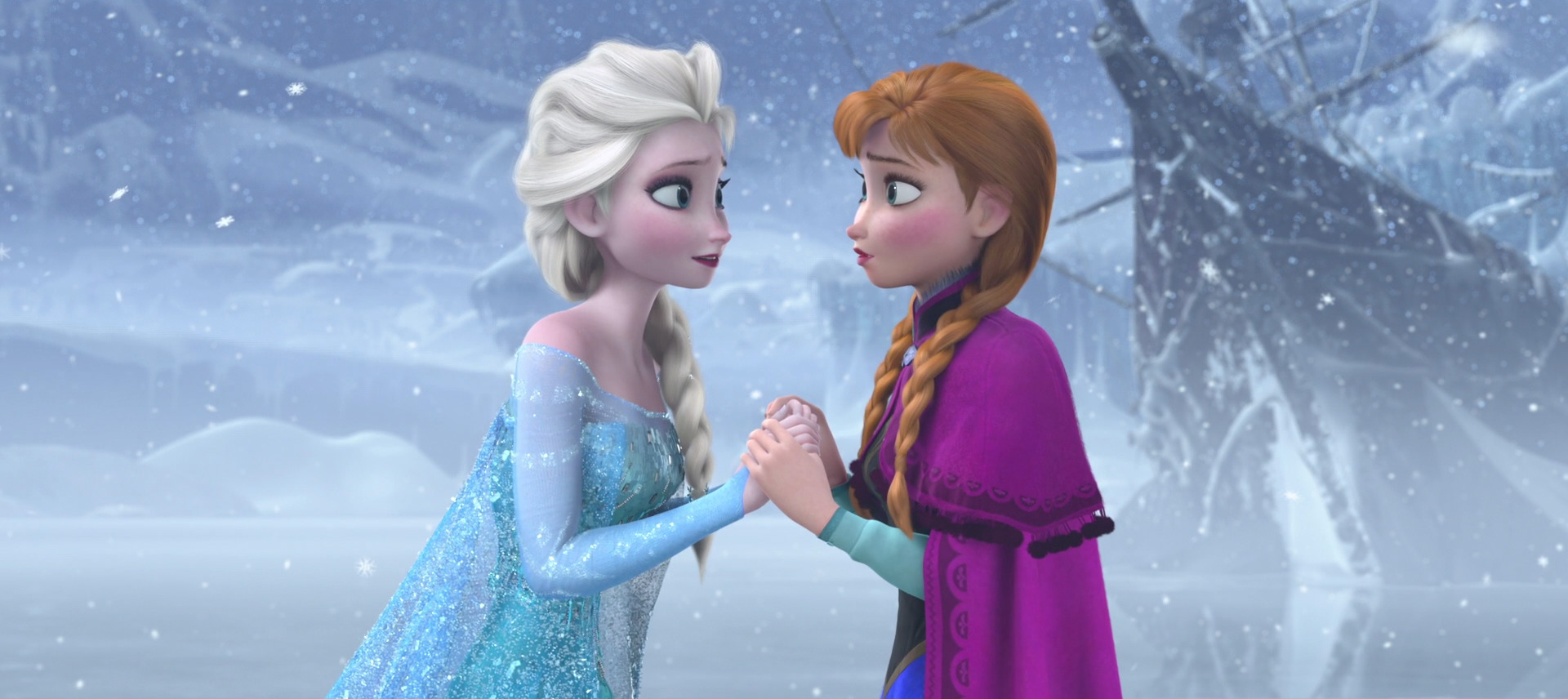 """Elsa (l) and her sister, Anna, from """"Frozen"""""""