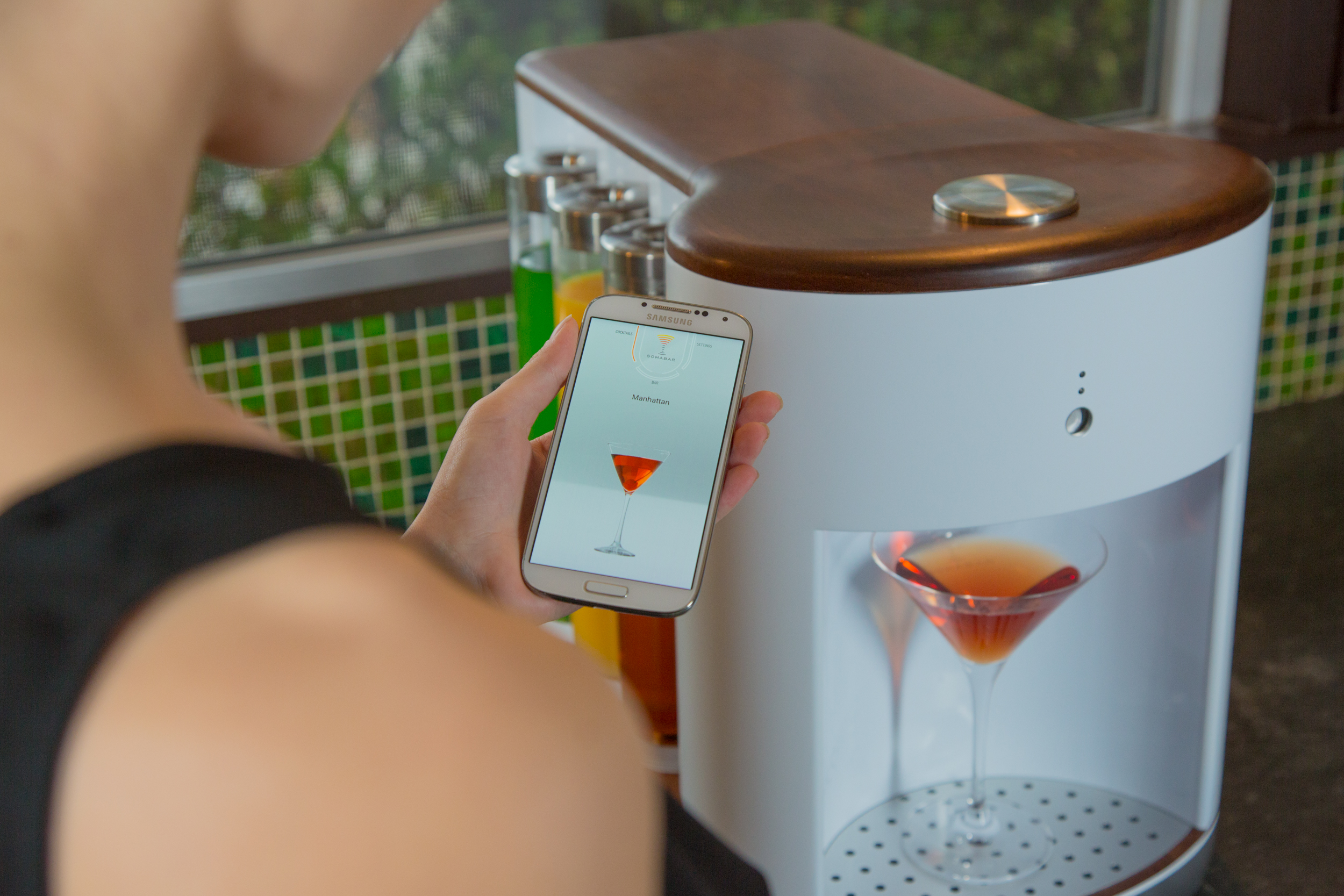 Somabar, an at-home cocktail maker, is projected to double its fundraising goal on Kickstarter.