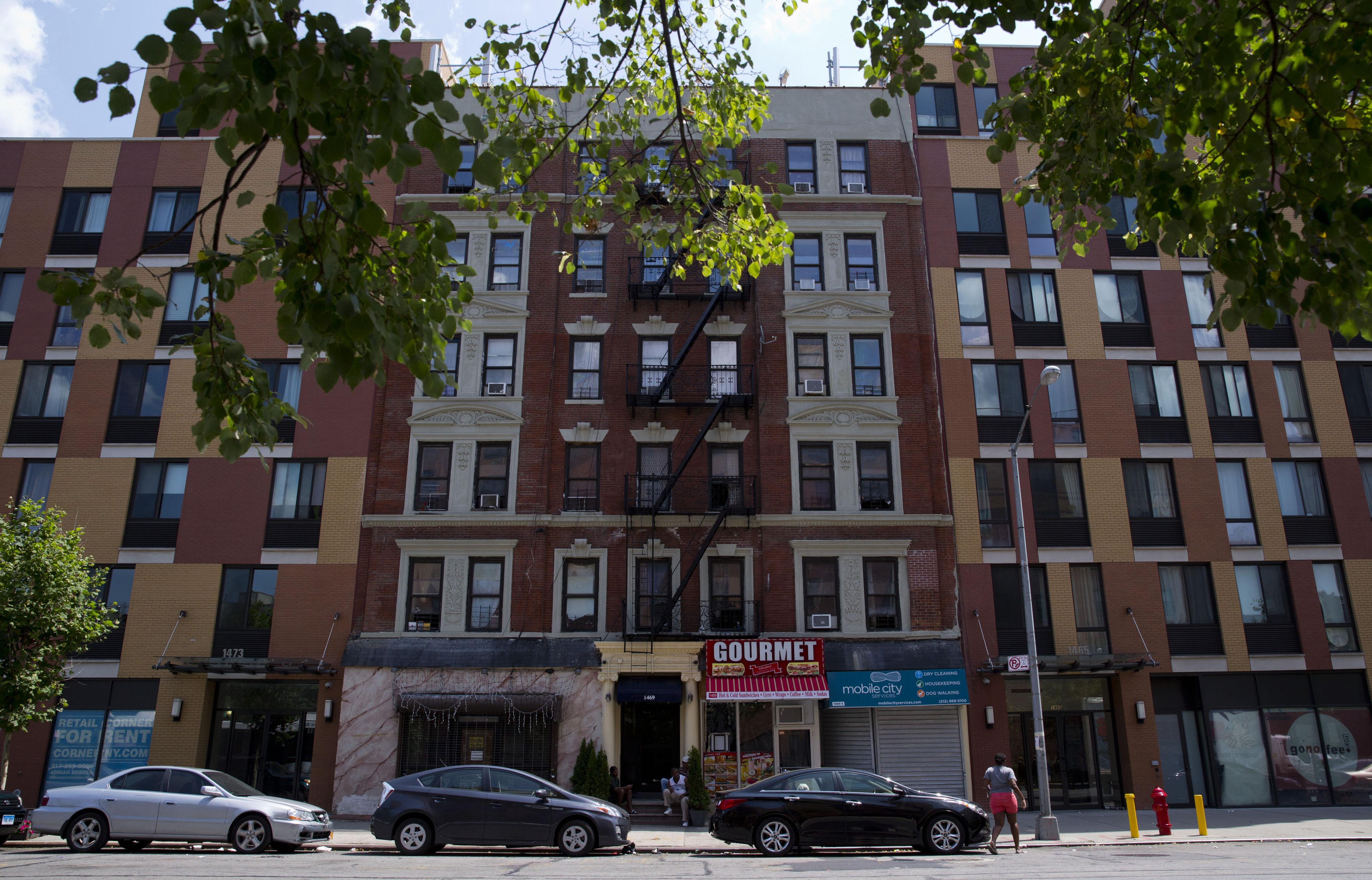 Manhattan Condos At Half Price Lure Homebuyers Reshaping Harlem