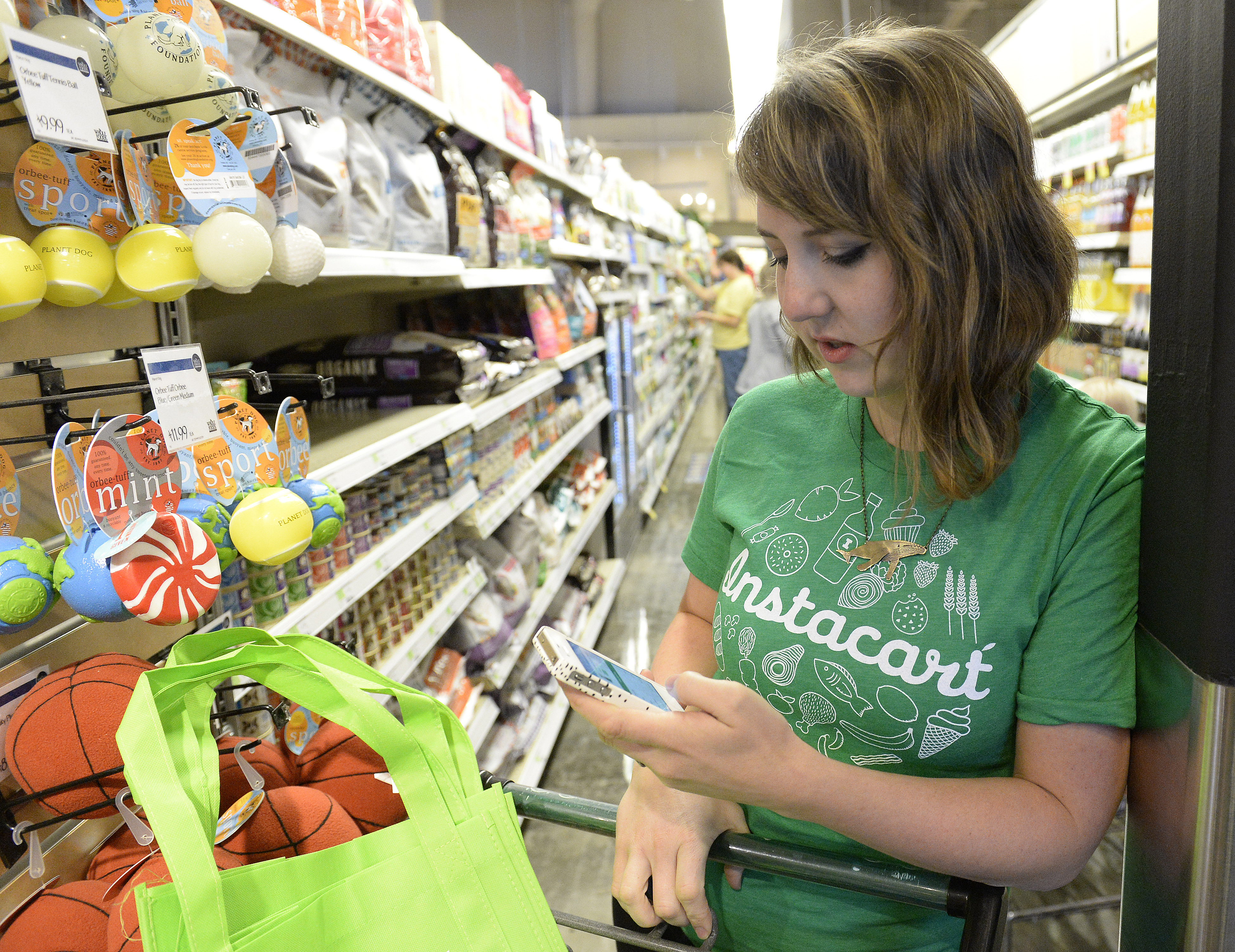 Lawsuit: Instacart 'personal shoppers' should be employees | Fortune