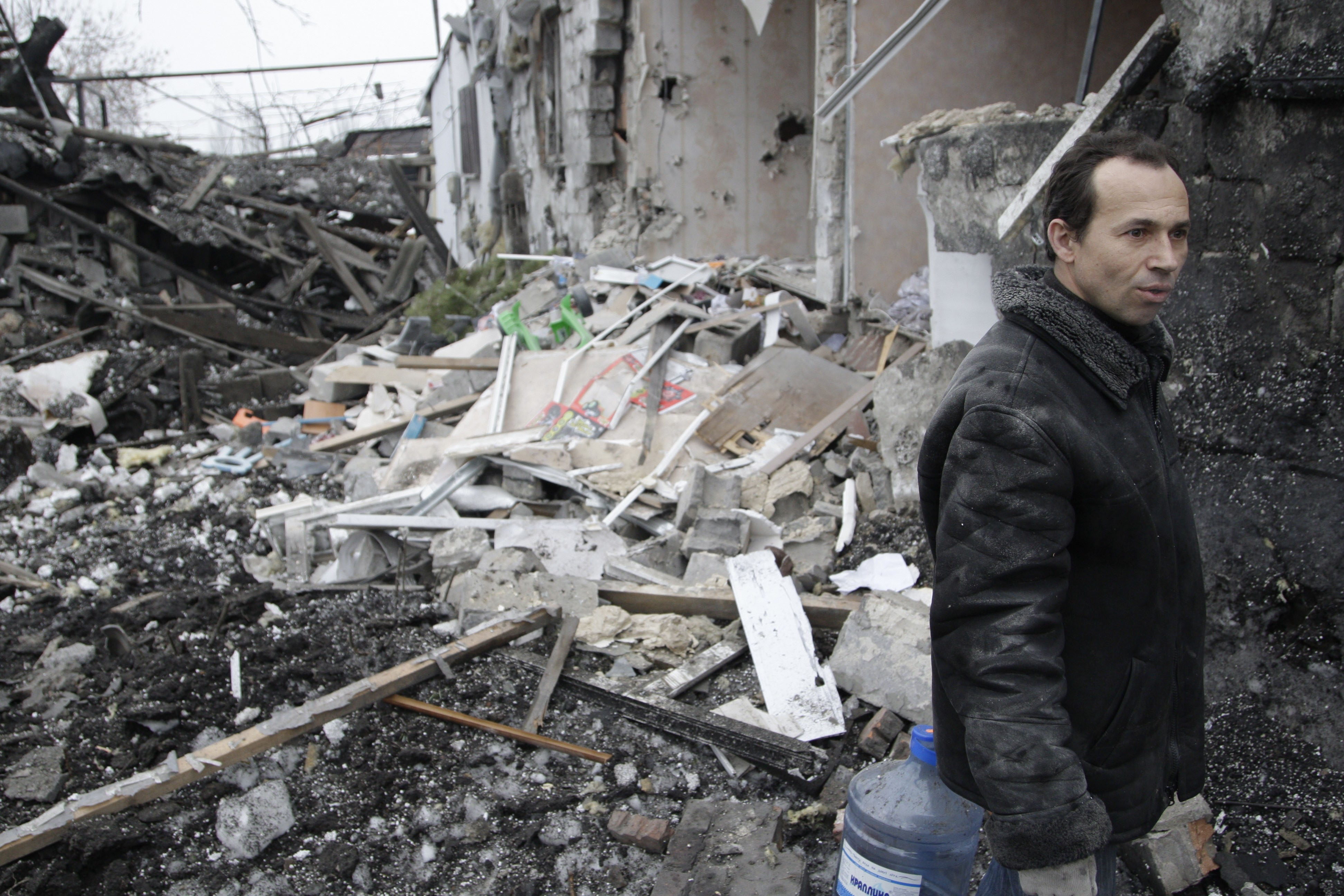 Residential areas damaged during clashes in Donetsk