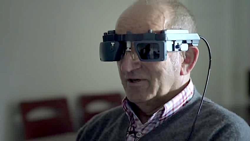 Pixium Vision Iris, patient wearing