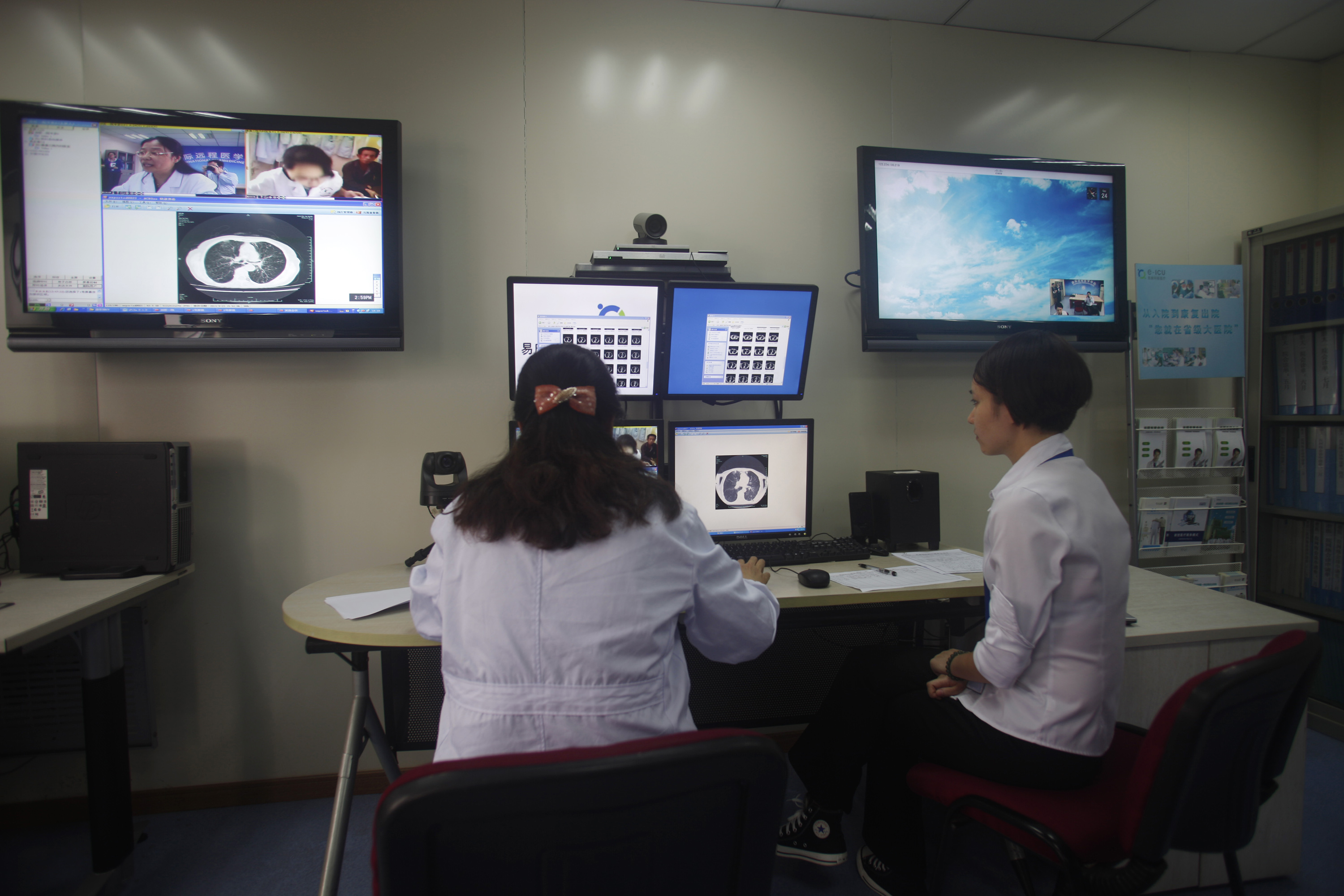 Doctors diagnose a patient remotely at the First Hospital of Zhejiang Province in Hangzhou