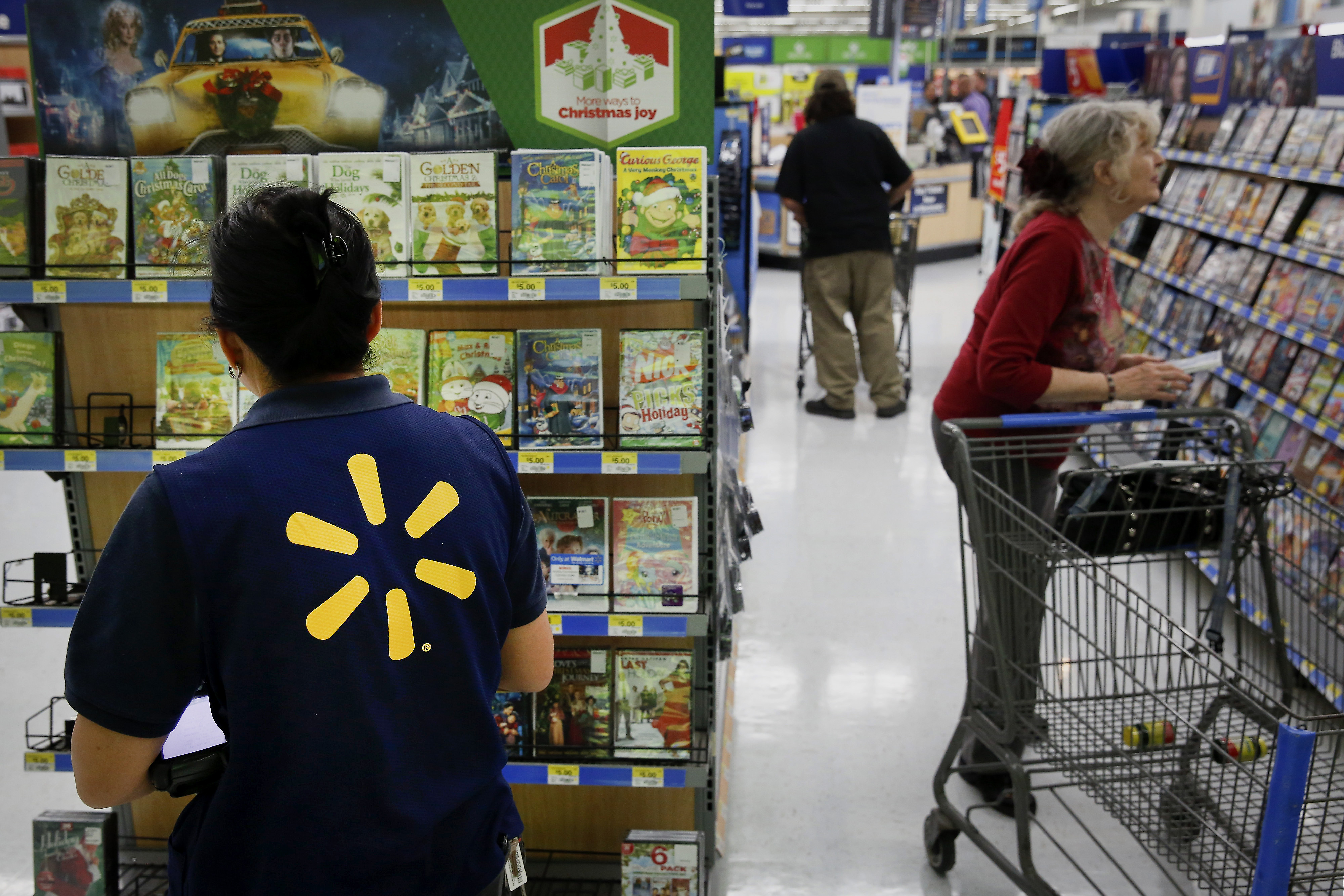 Wal-Mart shedding management layer with eye on efficiency