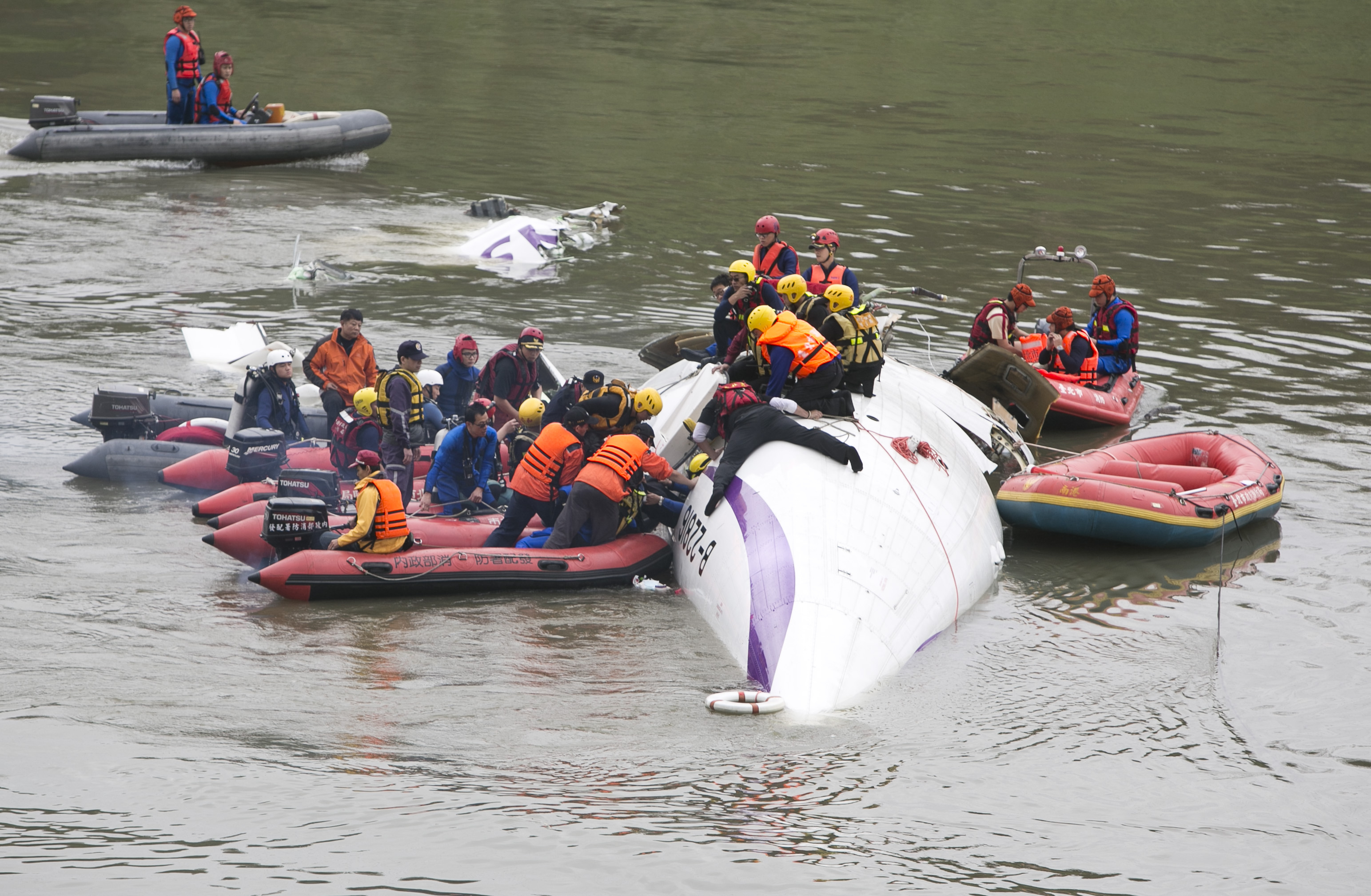 TransAsia Airways Plane Crashes In Taipei