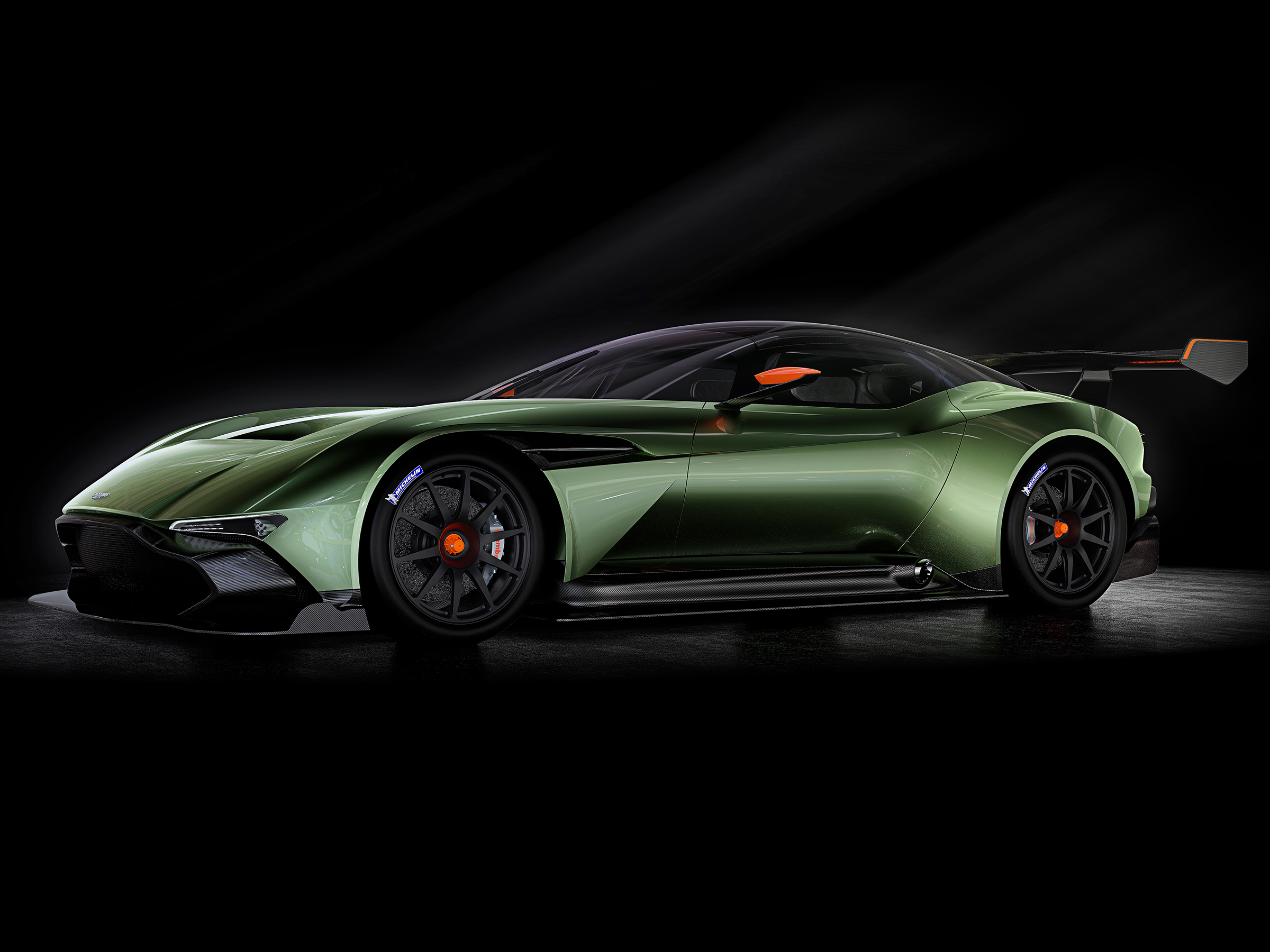 Aston Martin Vulcan >> Aston Martin S New Vulcan Requires Training Before Buying