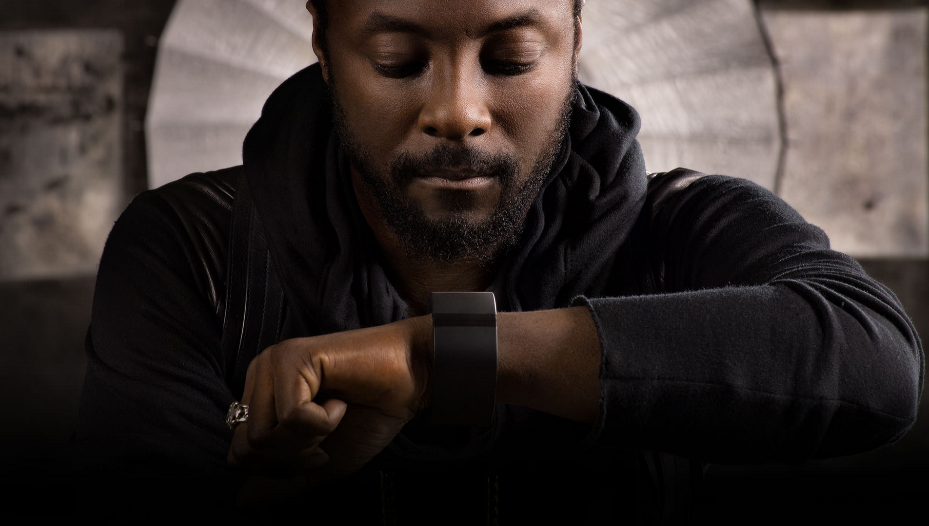 Will.i.am wearing Puls band