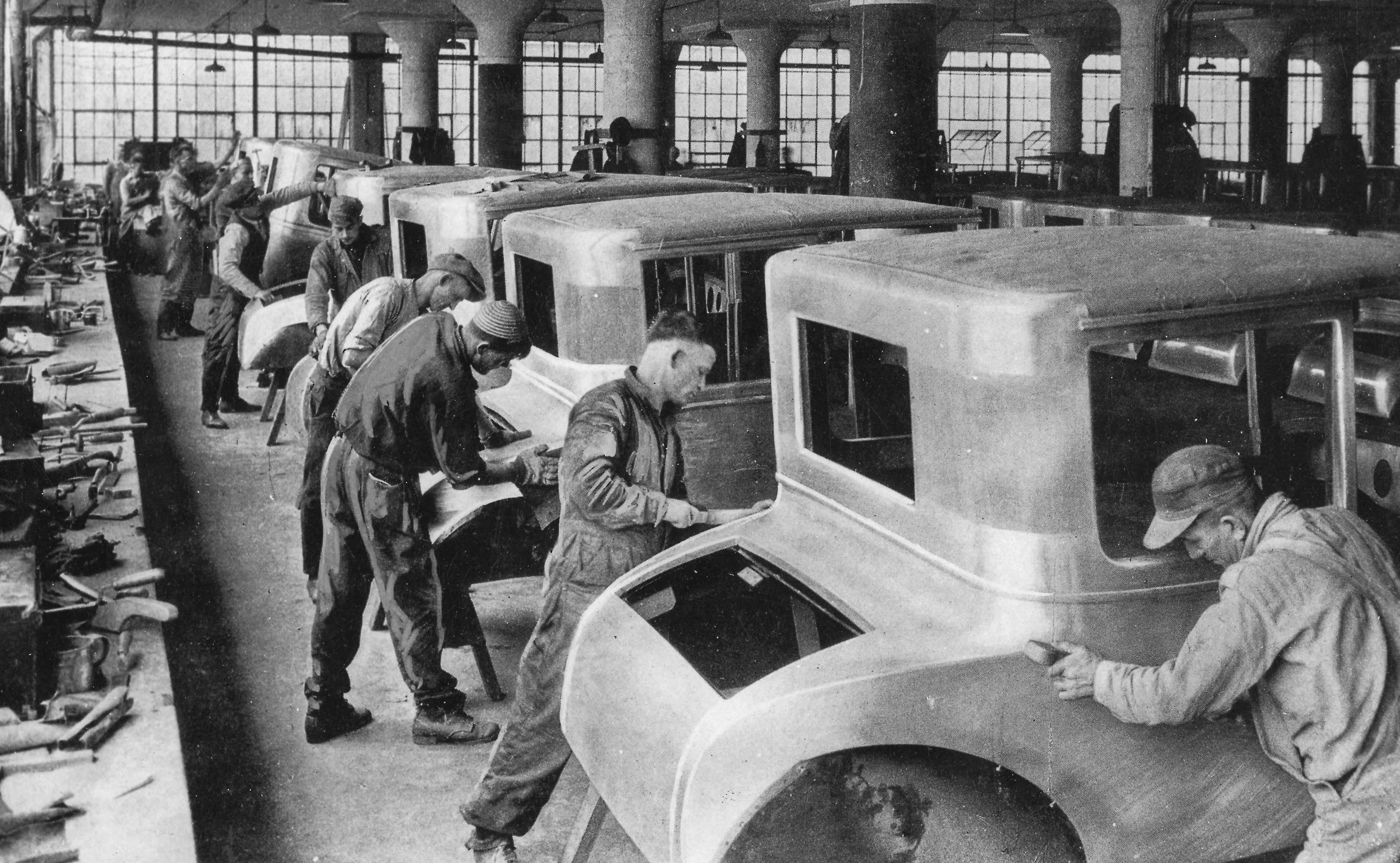 Classic Collection. Page: 44. 10385107. Detroit, Michigan, USA. circa 1927. A group of men working on an assembly line of car bodies at the Ford motor plant in Detroit