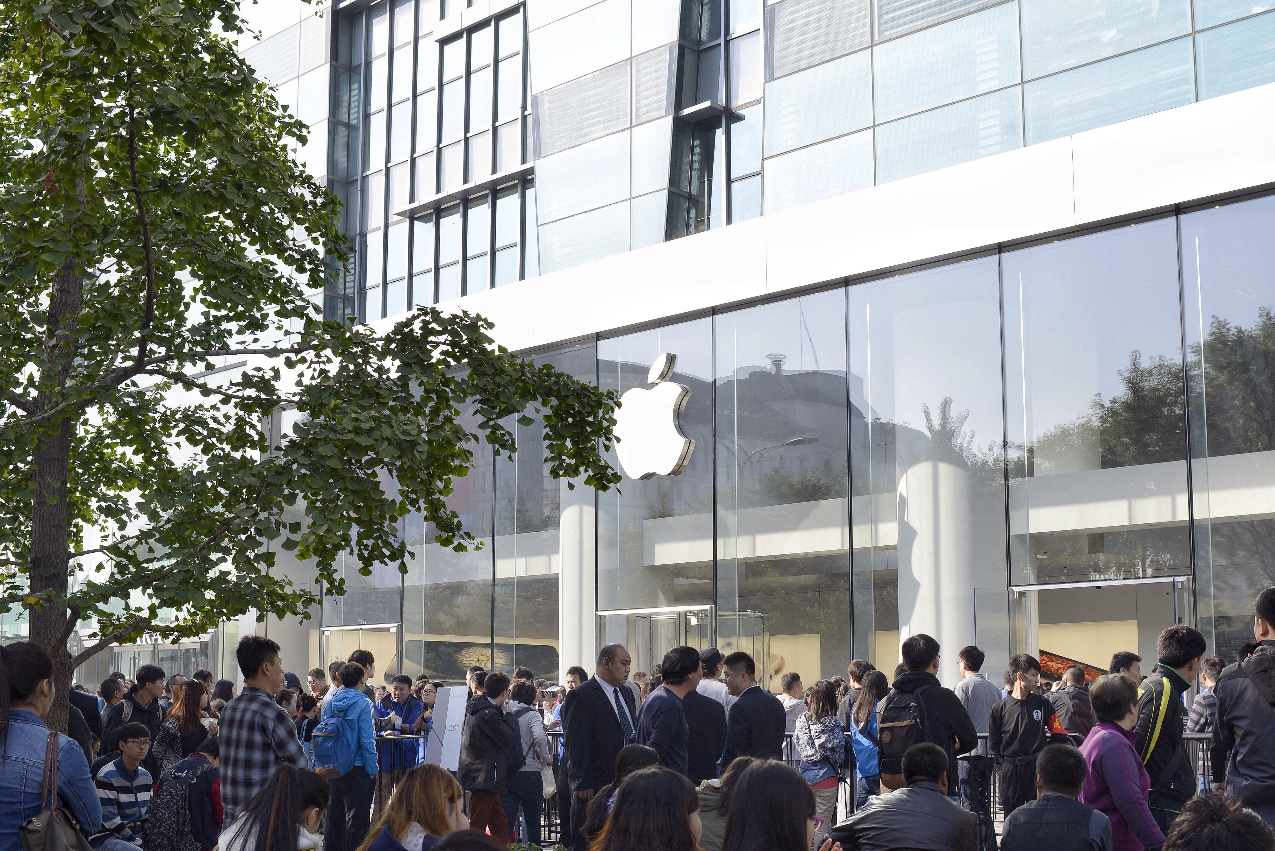 Apple plans more stores in China