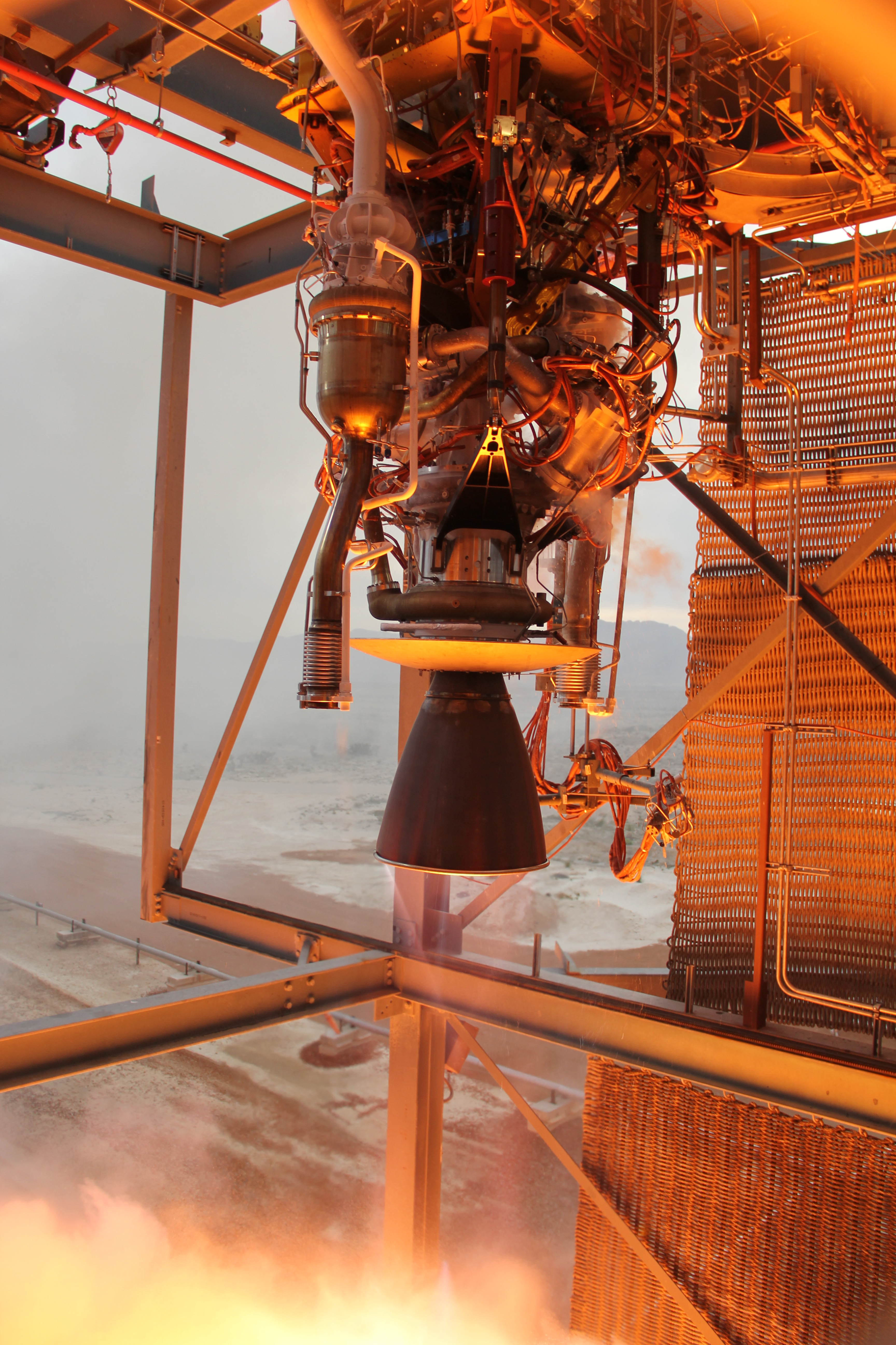 Blue Origin's BE-3 engine throttles to its maximum 110,000-lbf thrust during acceptance testing at the company's dedicated facility in West Texas on April 7, 2015.