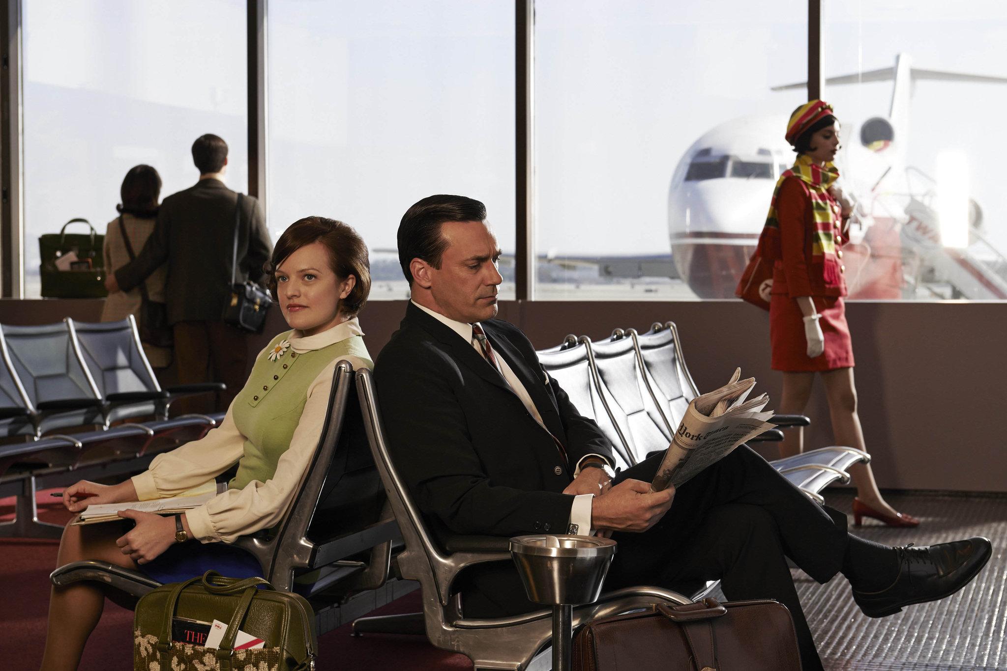 Peggy Olson (Elisabeth Moss) and Don Draper (Jon Hamm) - Mad Men _ Season 7, Gallery - Photo Credit: Frank Ockenfels 3/AMC