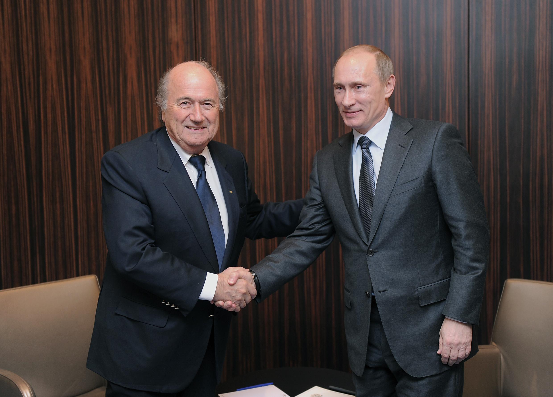 FUSSBALL  AUSRICHTER der FIFA  WM 2018:  RUSSLAND/ Putin und Blatter
