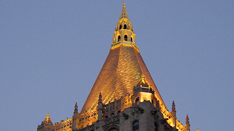 New York Life, the largest mutual life insurer in the United States, occupies a 40-story office tower topped by a unique, pyramidal gilded roof.