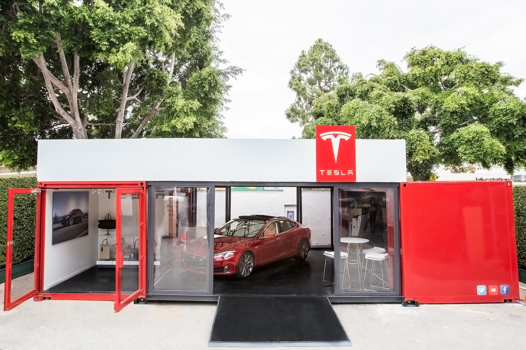 Tesla plans pop up stores in posh locales | Fortune