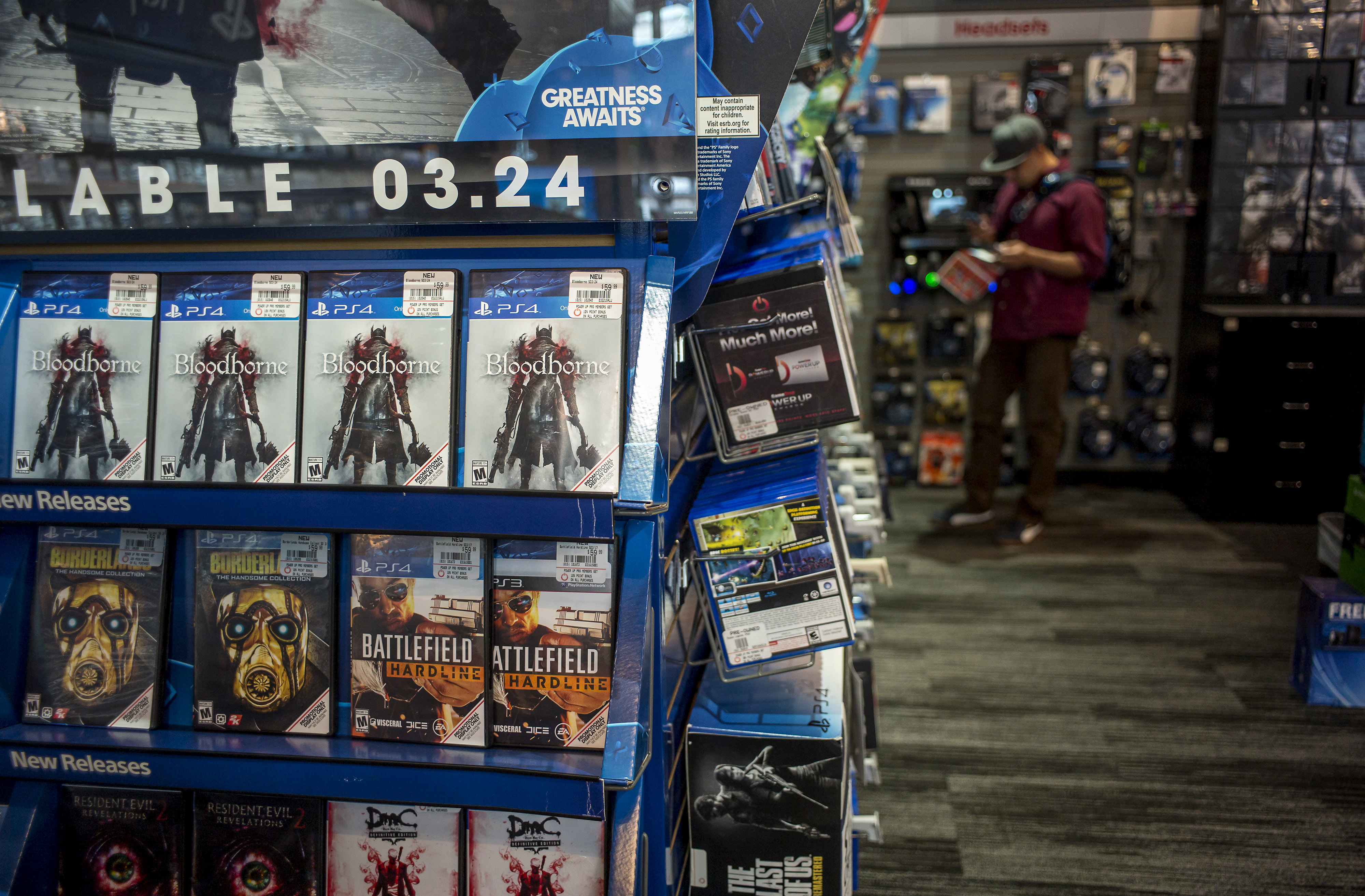 A shopper looks at a advertisement circular while shopping at a GameStop Corp. store in San Francisco, California, U.S. on Tuesday March 24, 2015.  GameStop Corp., is expected to release earnings figures on March 26. Photographer: David Paul Morris/Bloomberg