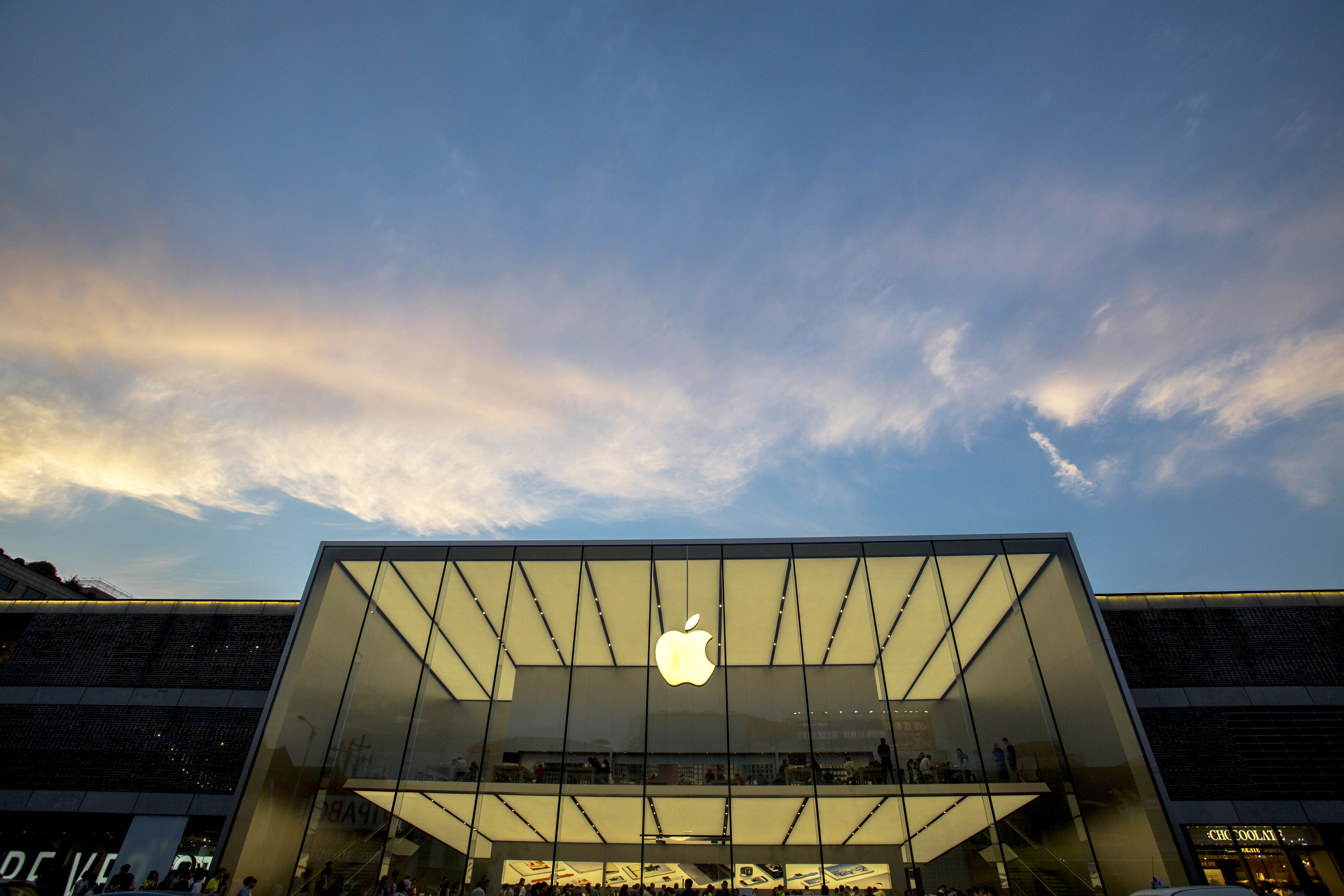 Apple store beside the West lake in Hangzhou , is the