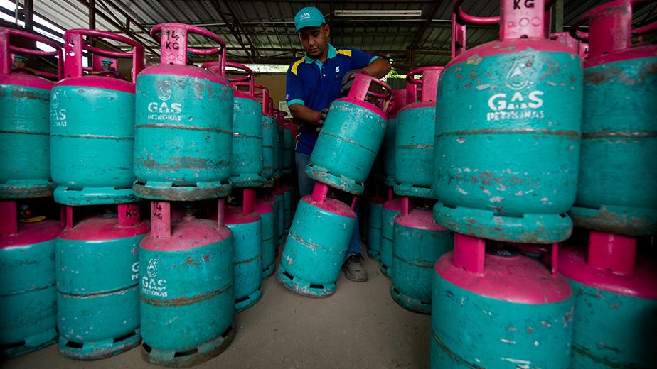 MALAYSIA-ENERGY-OIL-PETRONAS-COMPANY-EARNING
