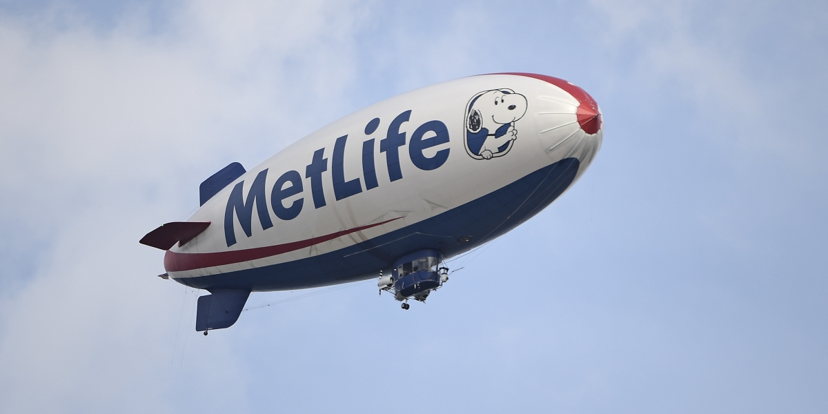 MetLife to Follow AIG and Calpers Out of Hedge Funds