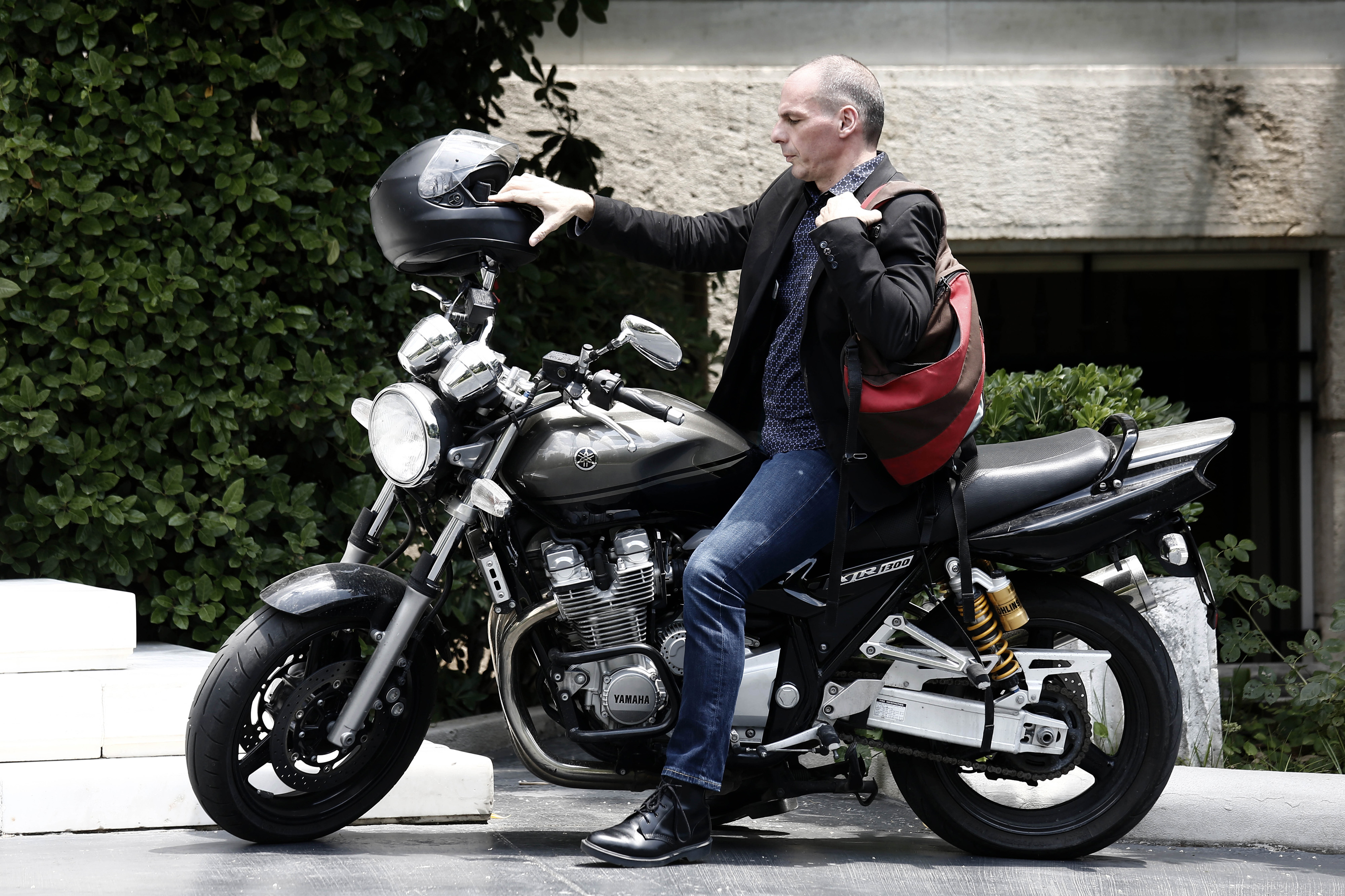 Yanis Varoufakis, Greece's finance minister, arrives on a motorbike for a government meeting at Maximos Mansion in Athens, Greece, on Sunday, June 28, 2015. Greek bank executives and European officials are warning of an imminent cash crunch or bank shutdown after talks on a new aid package collapsed. Photographer: Kostas Tsironis/Bloomberg *** Local Caption *** Yanis Varoufakis