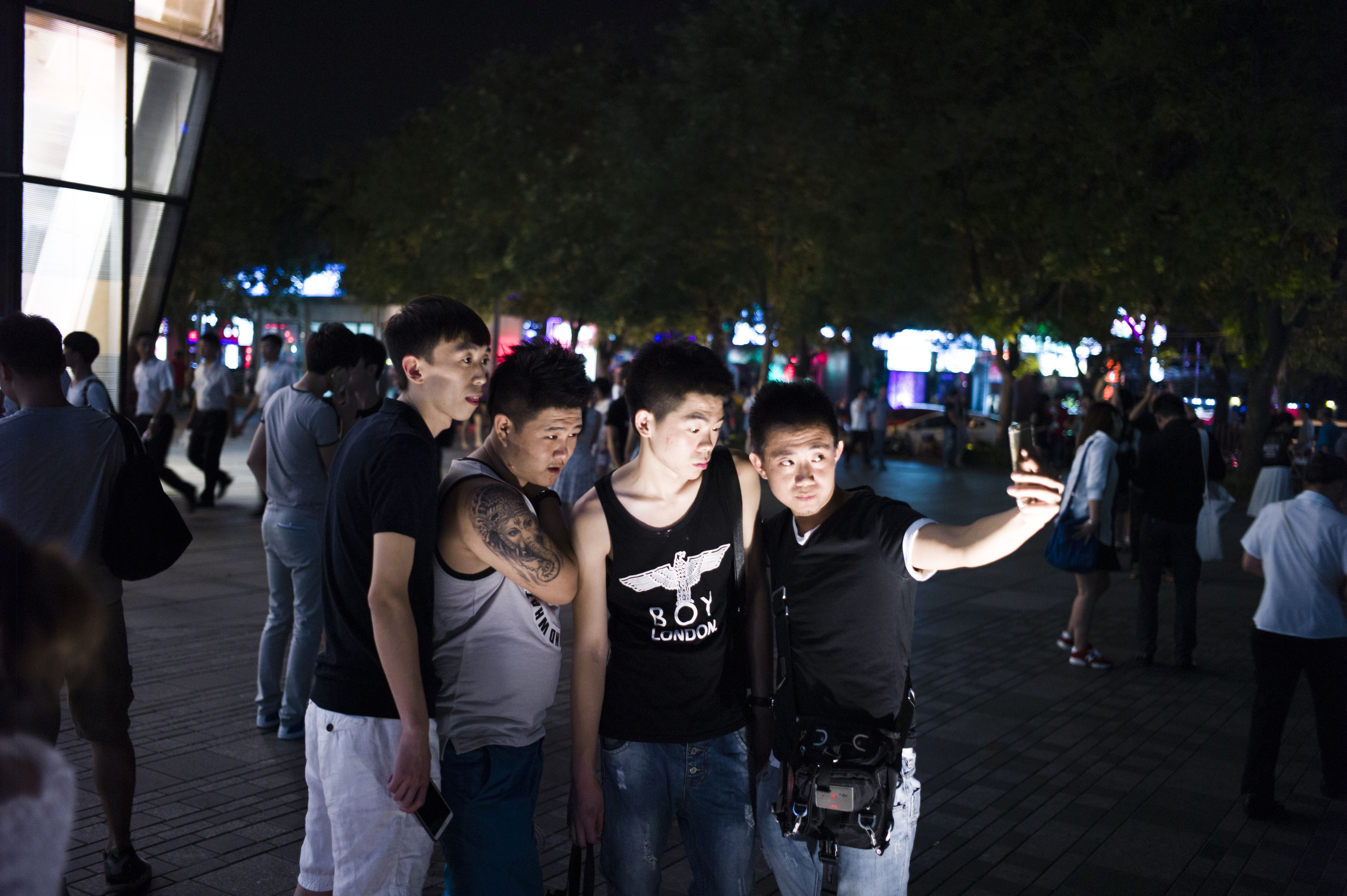 CHINA-INTERNET-PORNOGRAPHY-CENSORSHIP-RETAIL-UNIQLO-OFFBEAT
