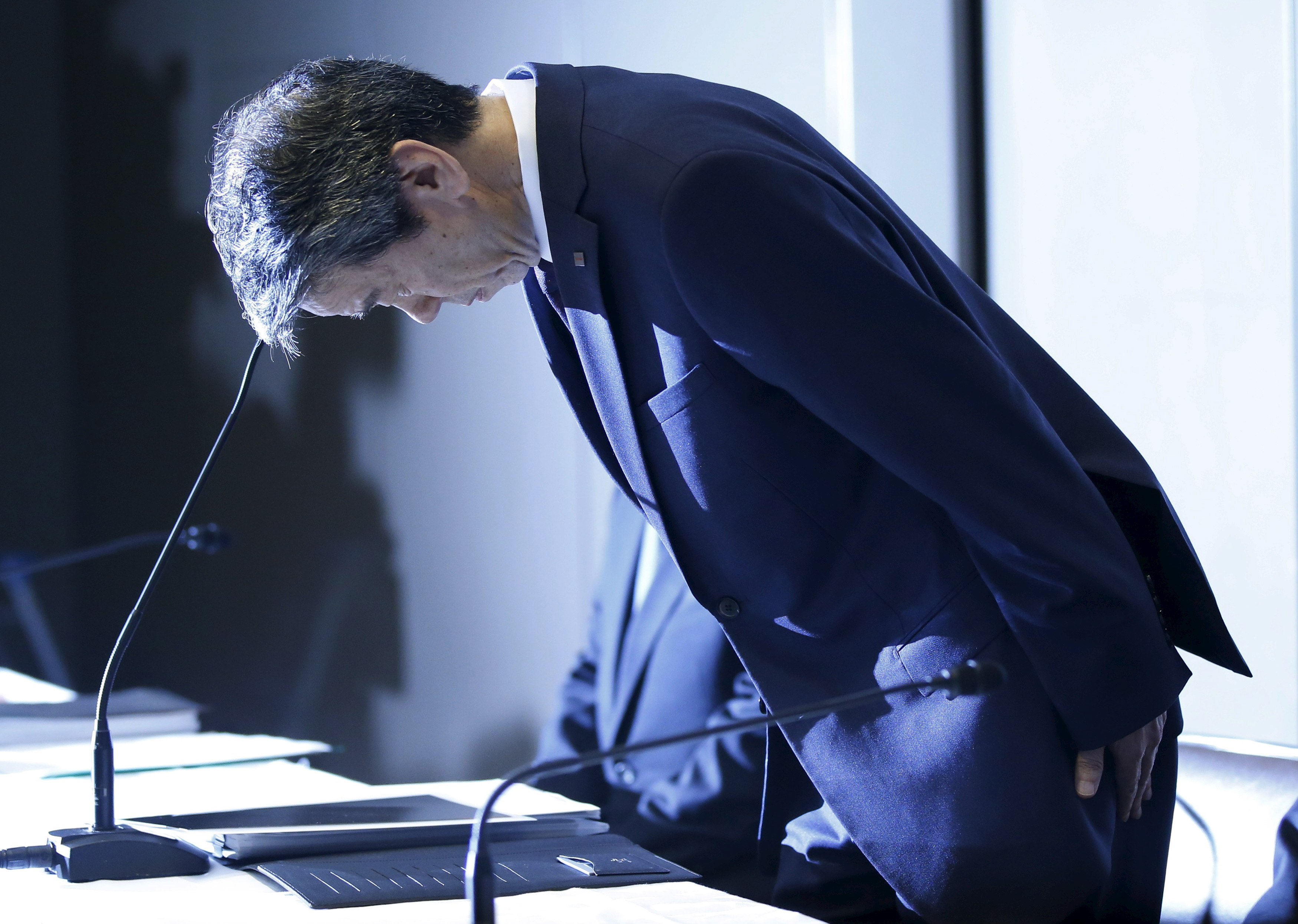 Toshiba president and CEO Hisao Tanaka at a news conference at company headquarters in Tokyo on Tuesday, the day he resigned.