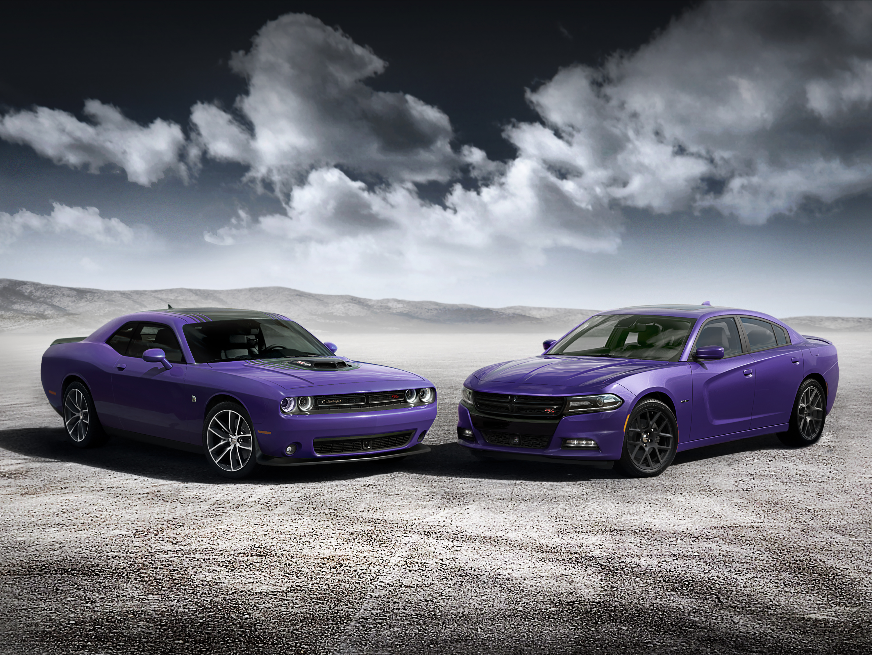 2016 Dodge Challenger 392 HEMI® Scat Pack Shaker (left) and Cha