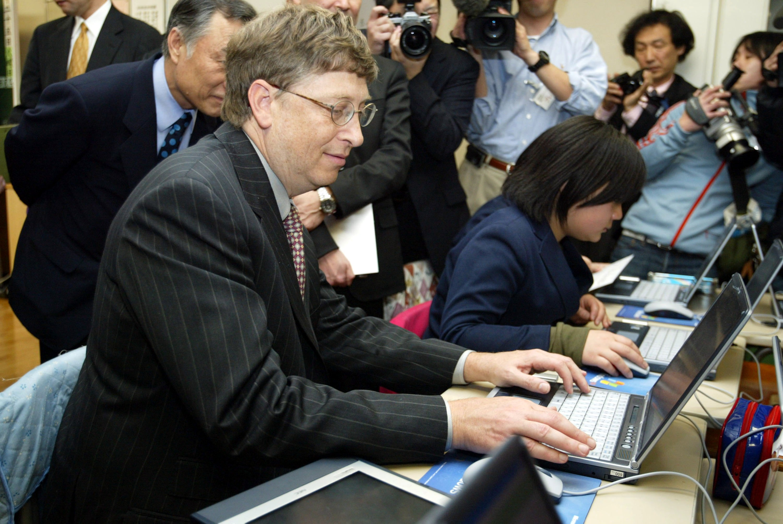 Bill Gates Teaches Children 'The Dream Of Science'