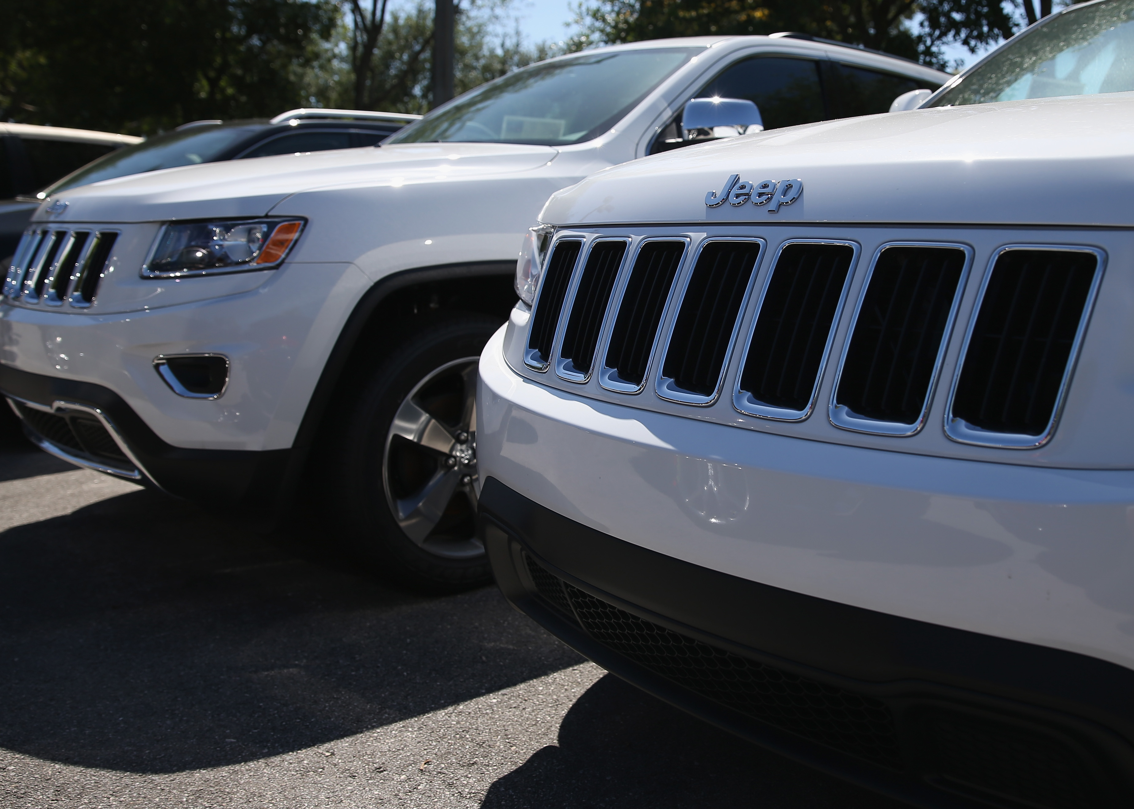 Chrysler Issues Recall On 850,000 Sport Utility Vehicles