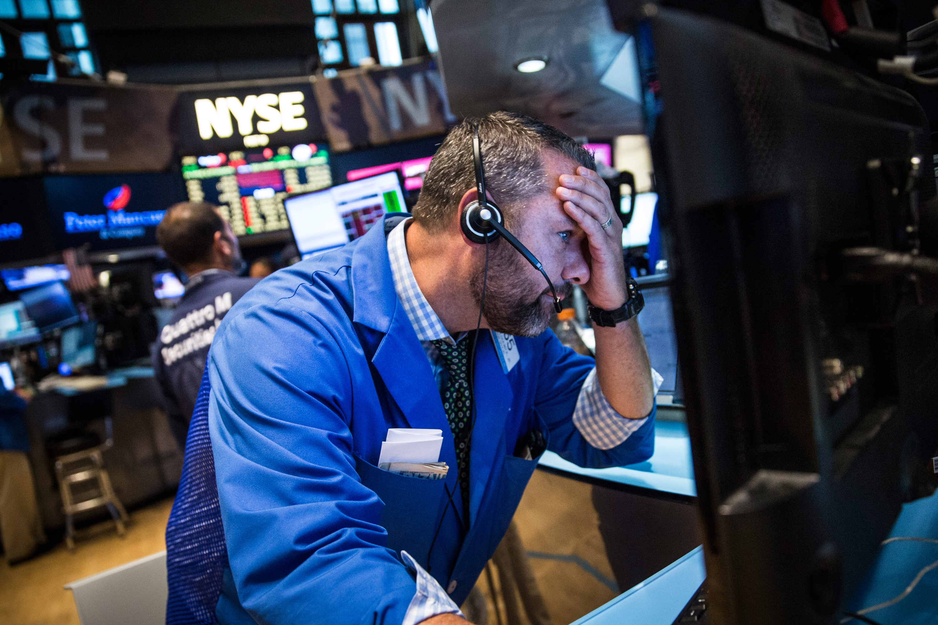 Dow Jones Average Continues Sharp Decline