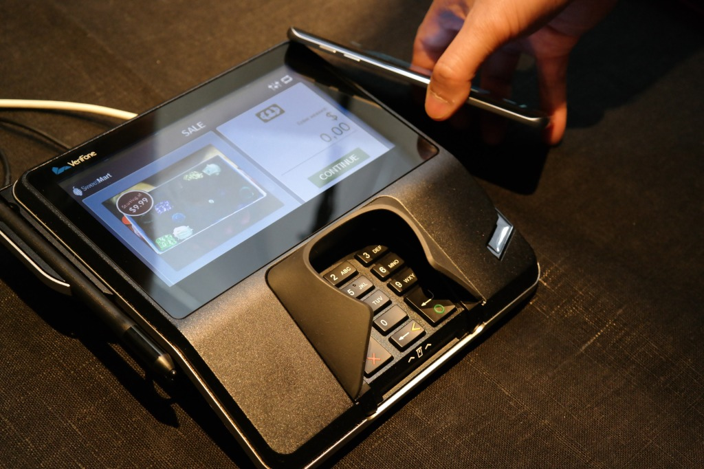Here's why Samsung Pay is way better than Apple Pay and