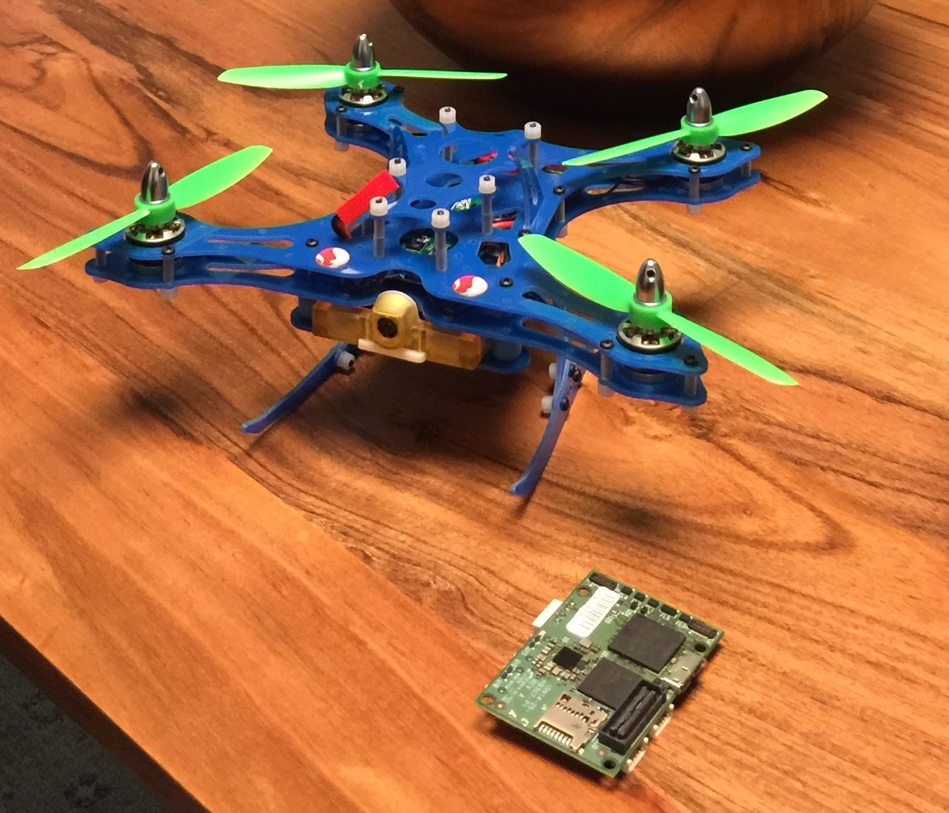 The Qualcomm Snapdragon Flight reference design and a sample drone.