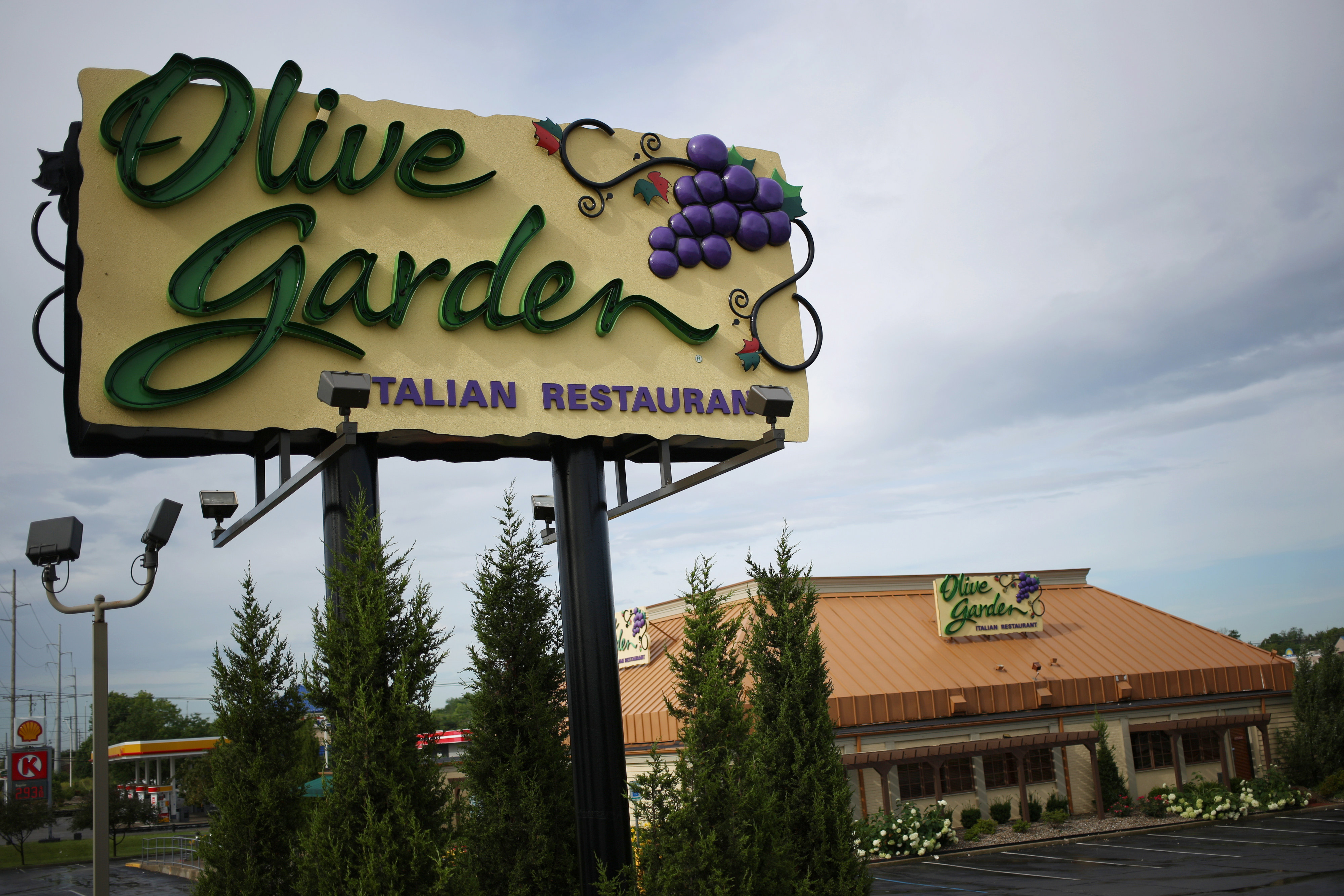 Olive Garden S Never Ending Pasta Pass Is Back Fortune