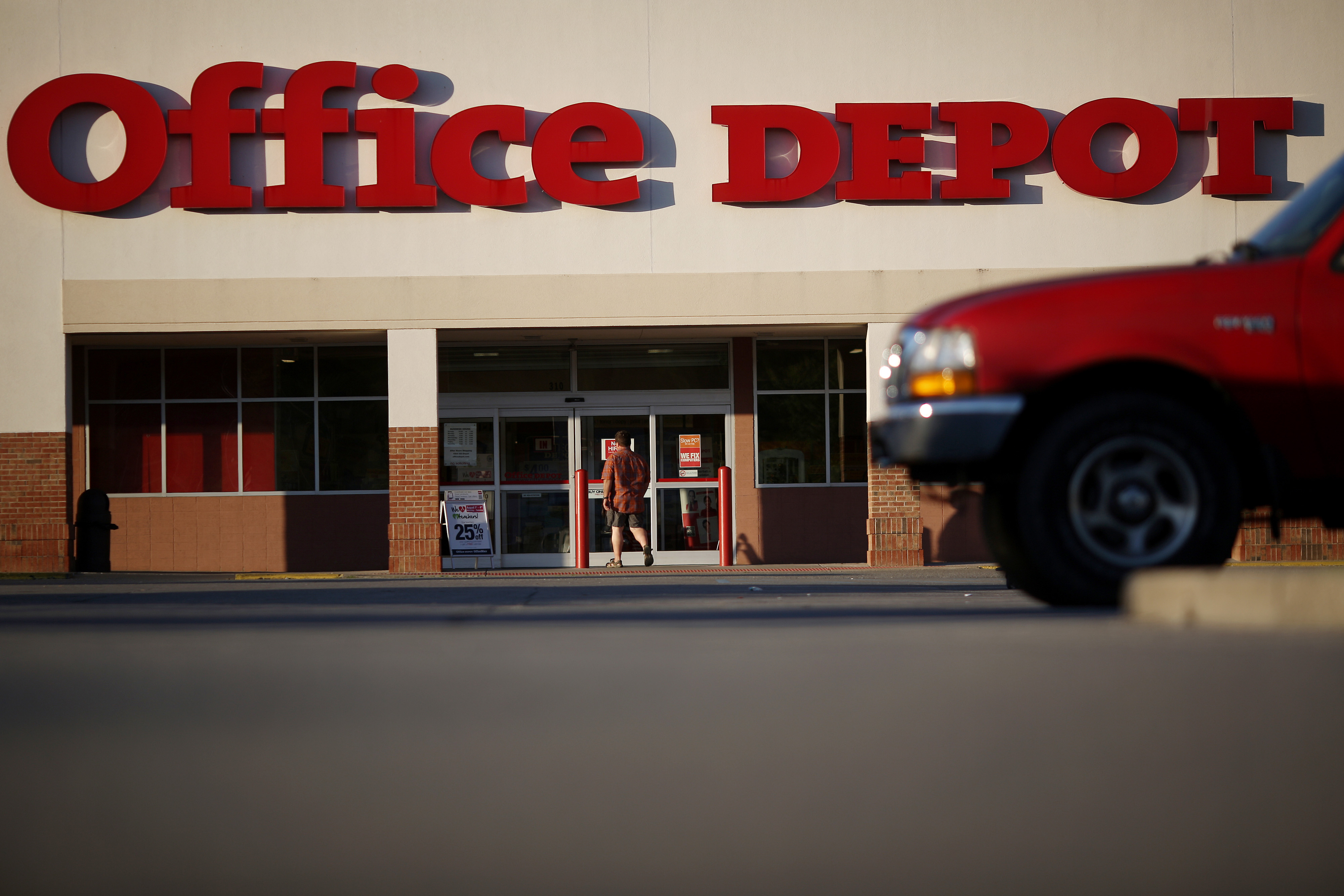 A customer walks toward the front entrance of an Office Depot retail store in New Albany, Indiana, U.S., on Friday, July 31, 2015. Office Depot's next quarterly earnings are expected to be released on Tuesday August 4, 2015. Photographer: Luke Sharrett/Bloomberg