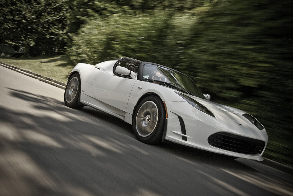 The Tesla Roadster Now Has A 400 Mile Range For A Price