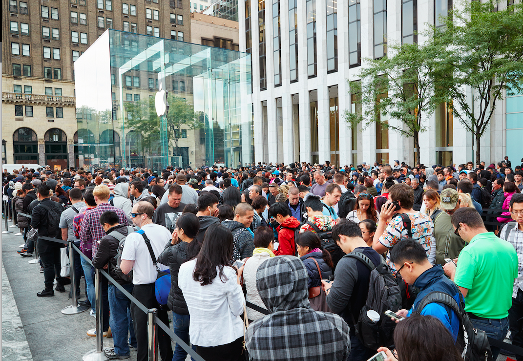 The queue outside the Fifth Avenue Apple Store. Sept. 25, 2015