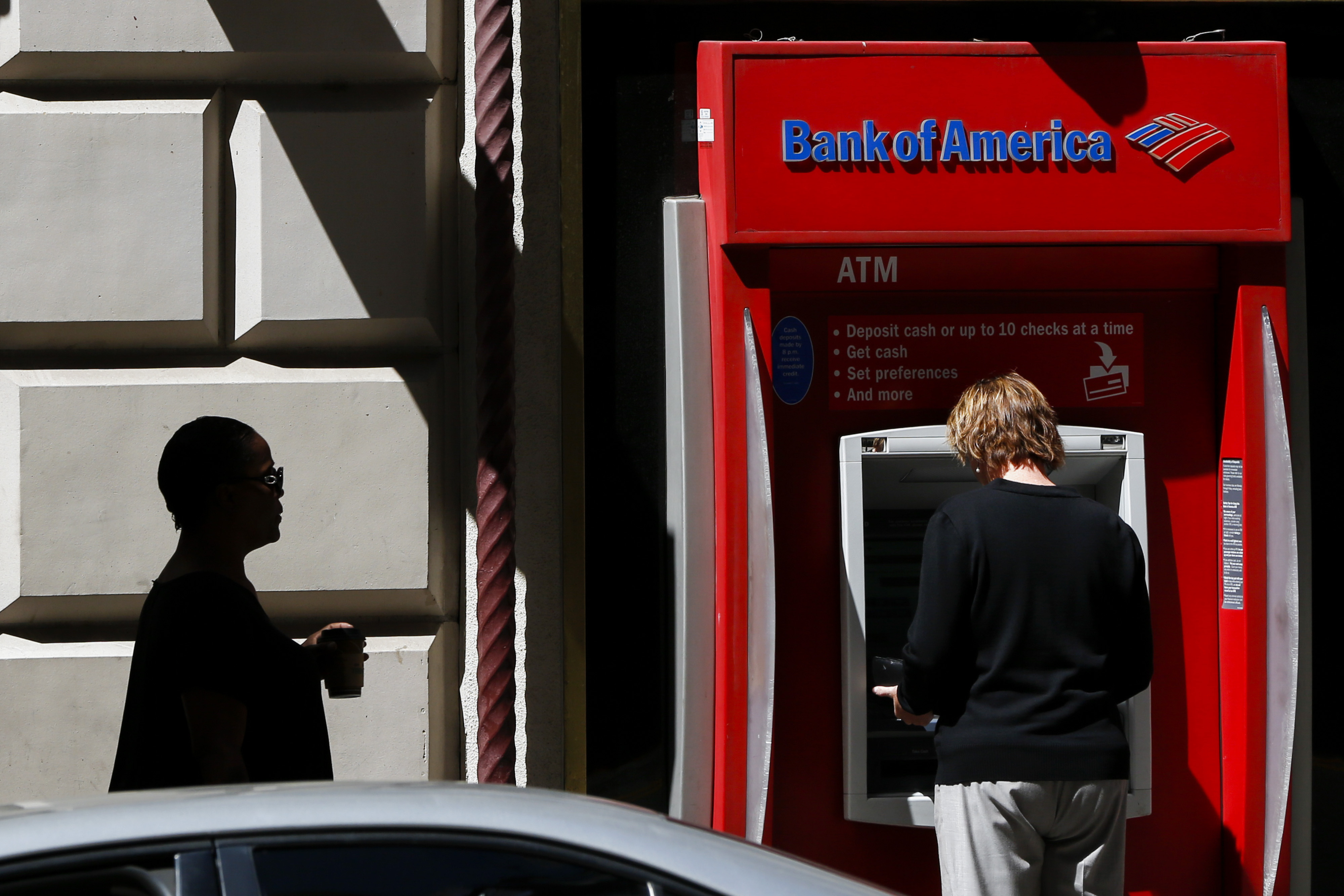 A woman uses a a Bank of America Corp. ATM outside of a branch in Los Angeles, California, U.S., on Monday, July 13, 2015. Photographer: Patrick T. Fallon/Bloomberg
